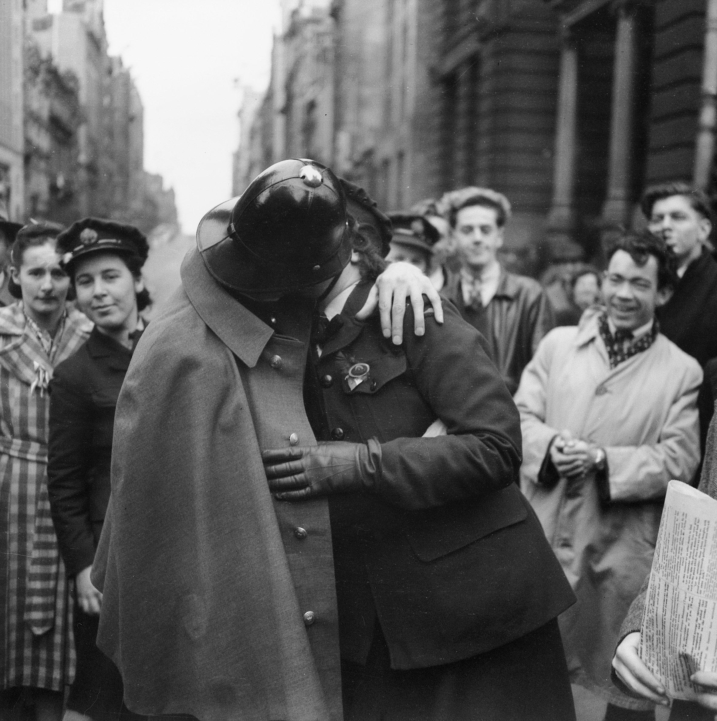 поцелуй фото 1945