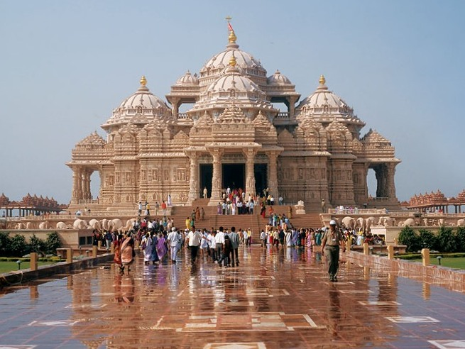 The stunnishing Akshardham temple in Delhi. Picture from Wikipedia