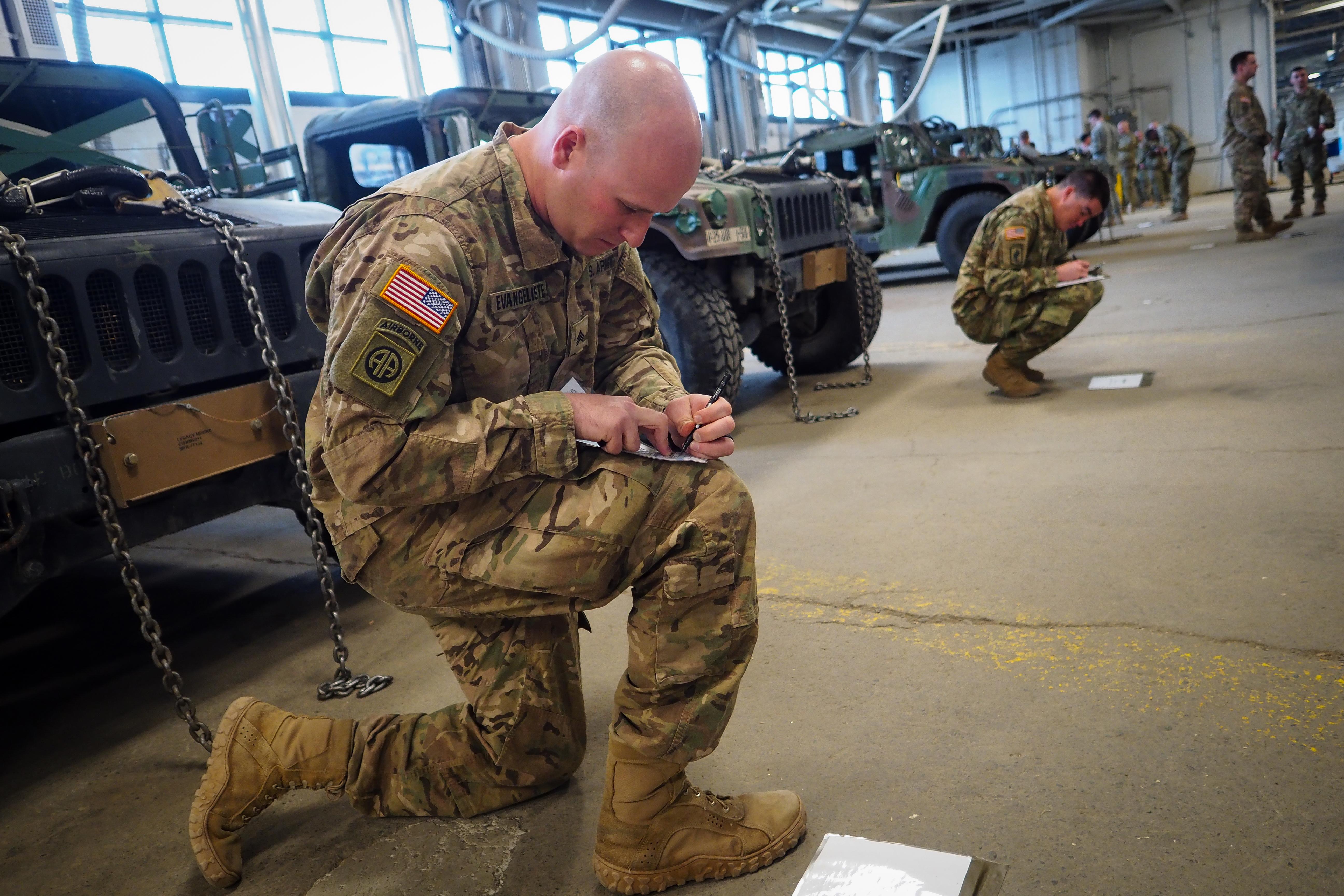 file alaska soldiers train as u s army pathfinders 160518 f lx370 rh commons wikimedia org U.S. Army Pathfinder Units Army Pathfinder Training