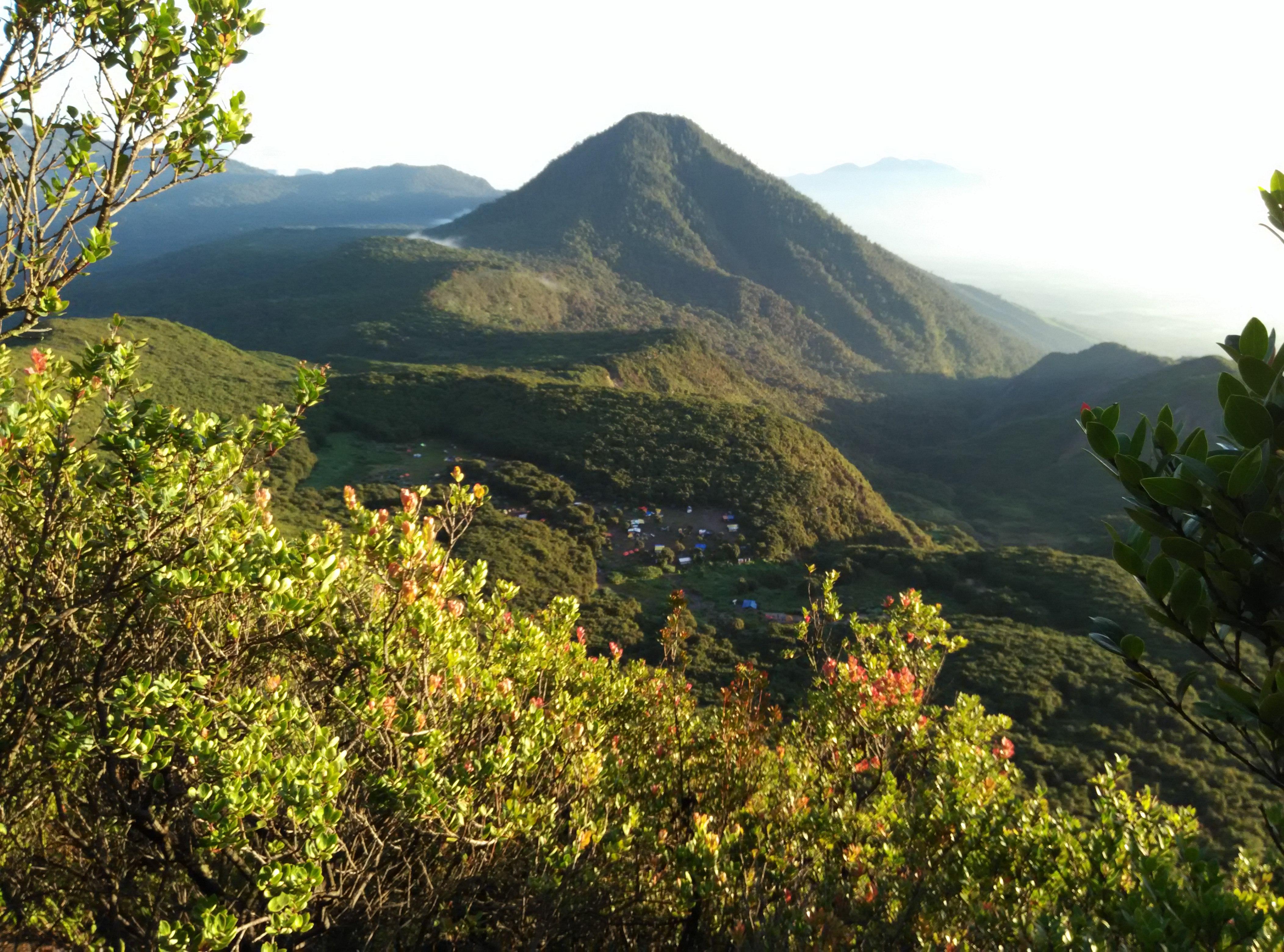 File:Anugrah Tuhan dari puncak gn papandayan jpg - Wikimedia