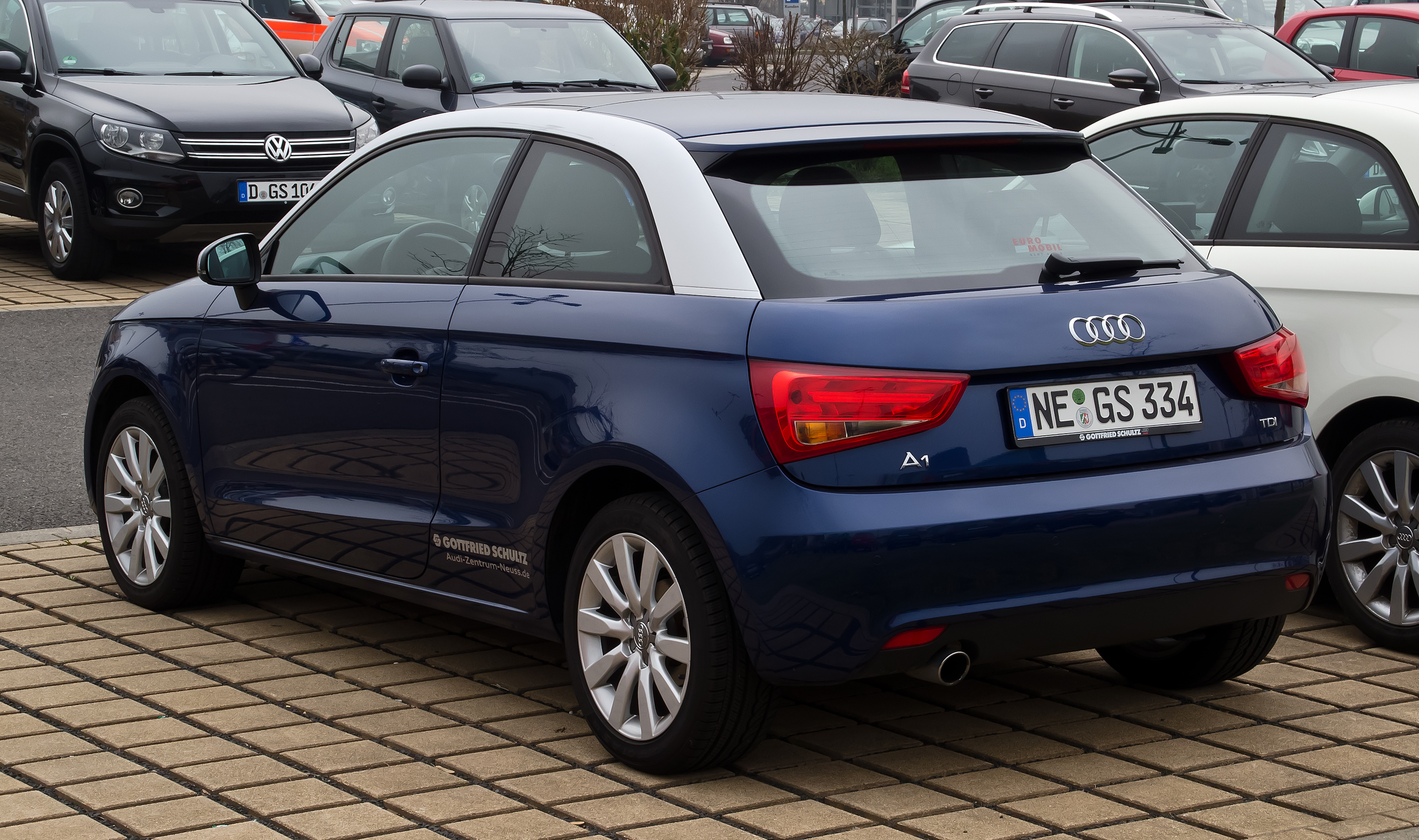 file audi a1 1 6 tdi ambition heckansicht 17 m rz 2012 d wikimedia commons. Black Bedroom Furniture Sets. Home Design Ideas
