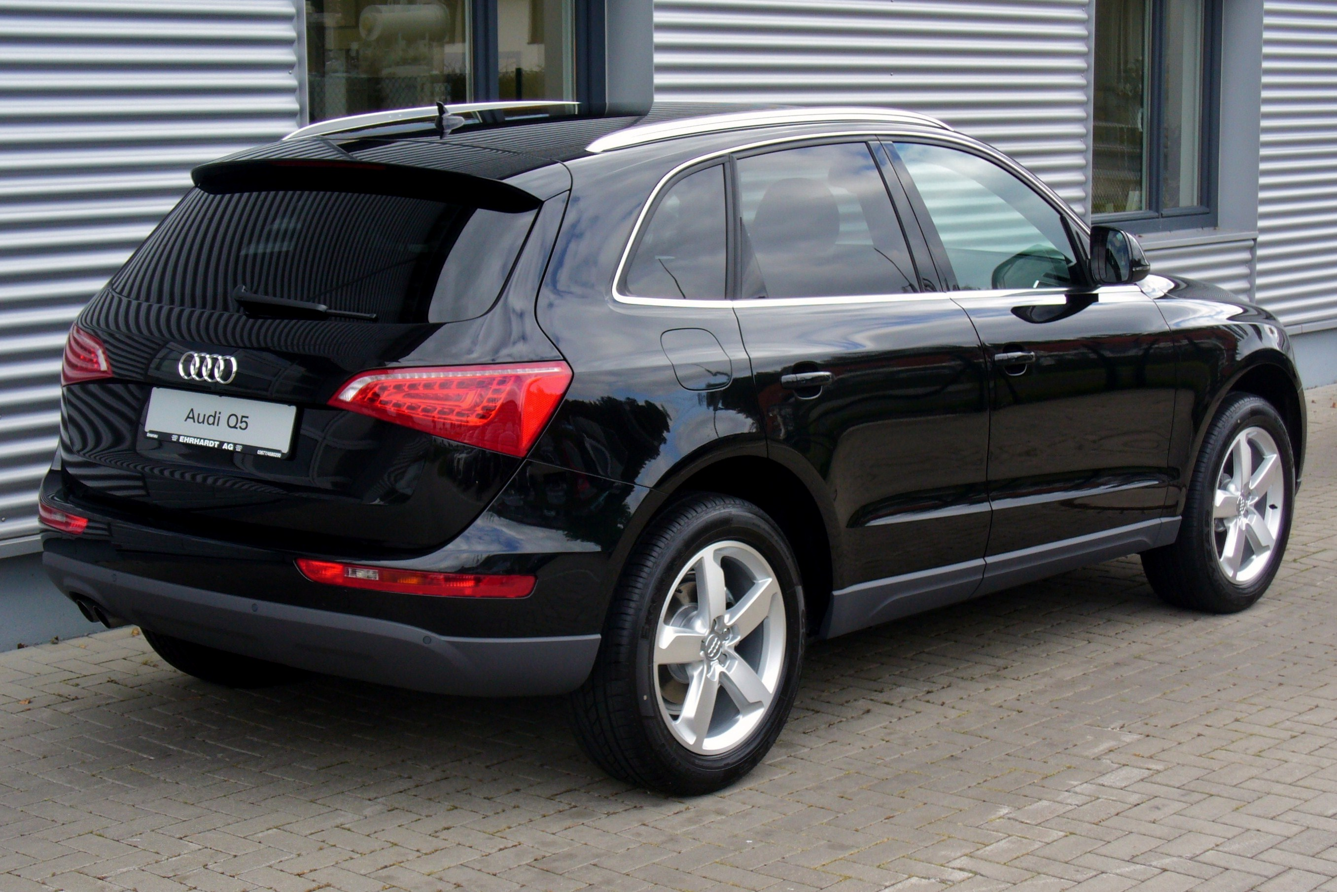 file audi q5 2 0 tdi quattro s tronic 30 jahre quattro phantomschwarz heck jpg wikimedia commons. Black Bedroom Furniture Sets. Home Design Ideas