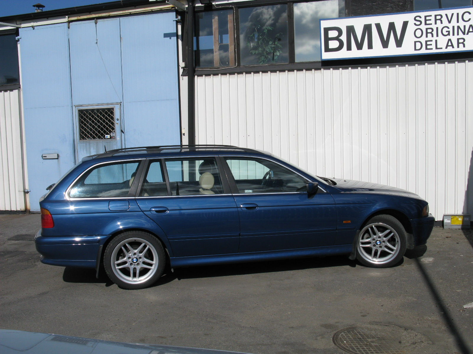 File Bmw 5 Series Touring E39 7042476543 Jpg Wikimedia Commons