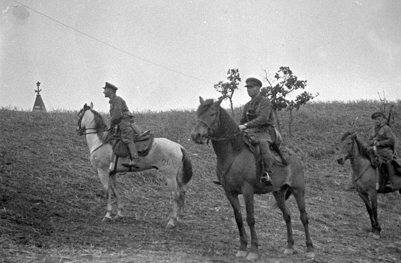 Лента Звезды.  Battle_of_Lake_Khasan-Red_Army_cavalry_on_patrol