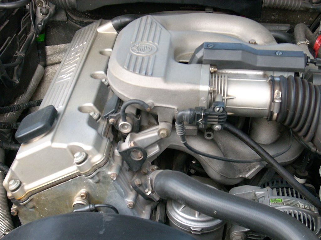 File Bmw 316 E36 Engine Bay 7 Jpg Wikimedia Commons