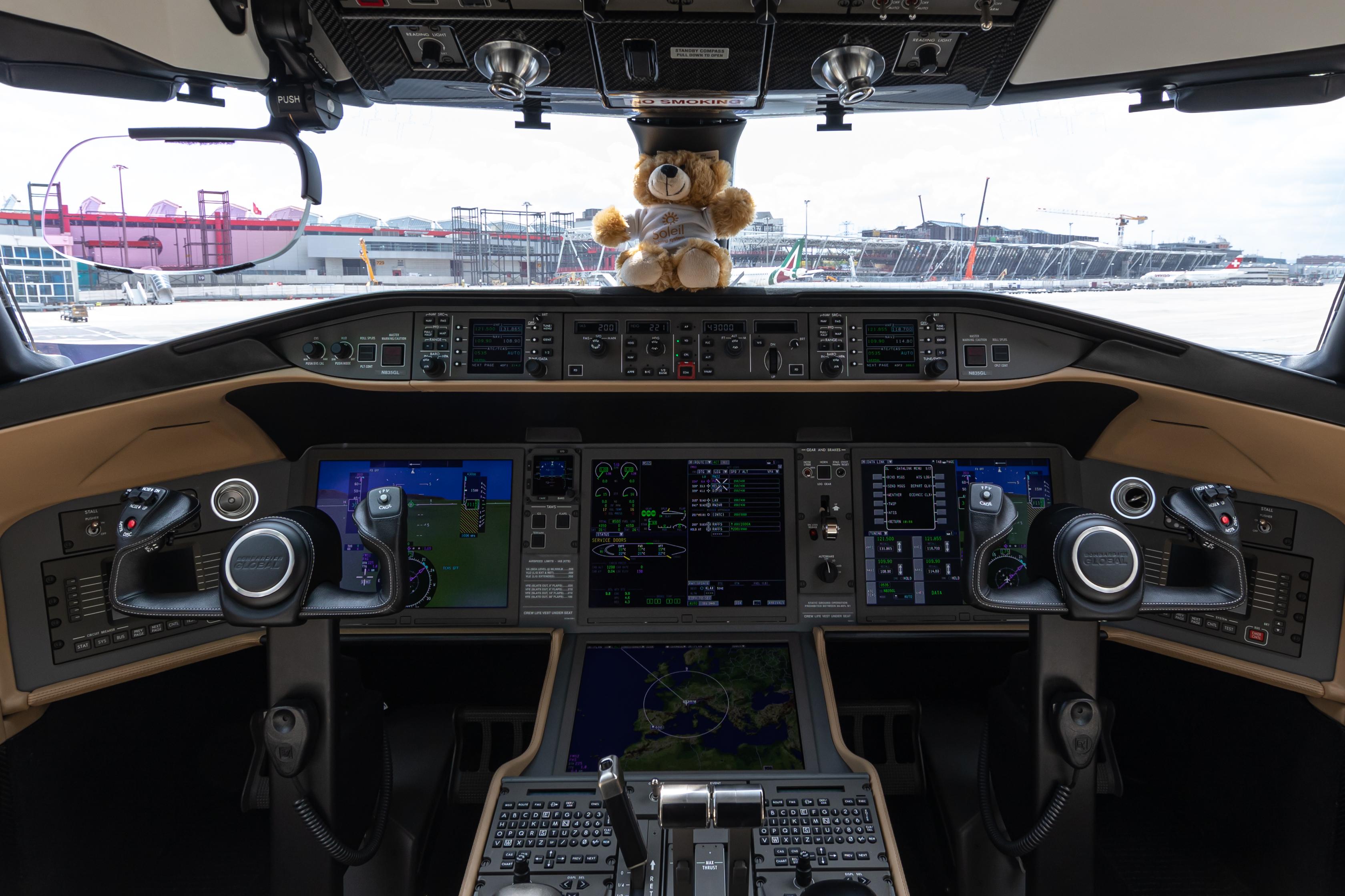 Bombardier_Global_6000_N835GL_cockpit.jp