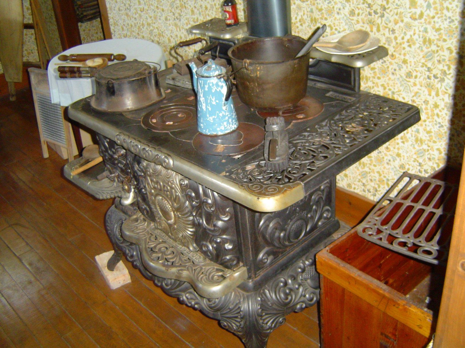 White Farmhouse Kitchen Pictures
