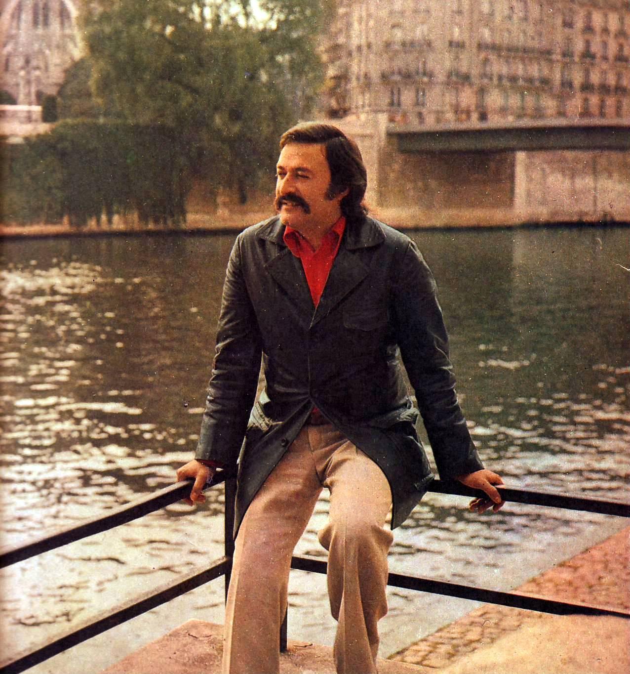 César Isella a orillas del Sena, en París, en 1975.