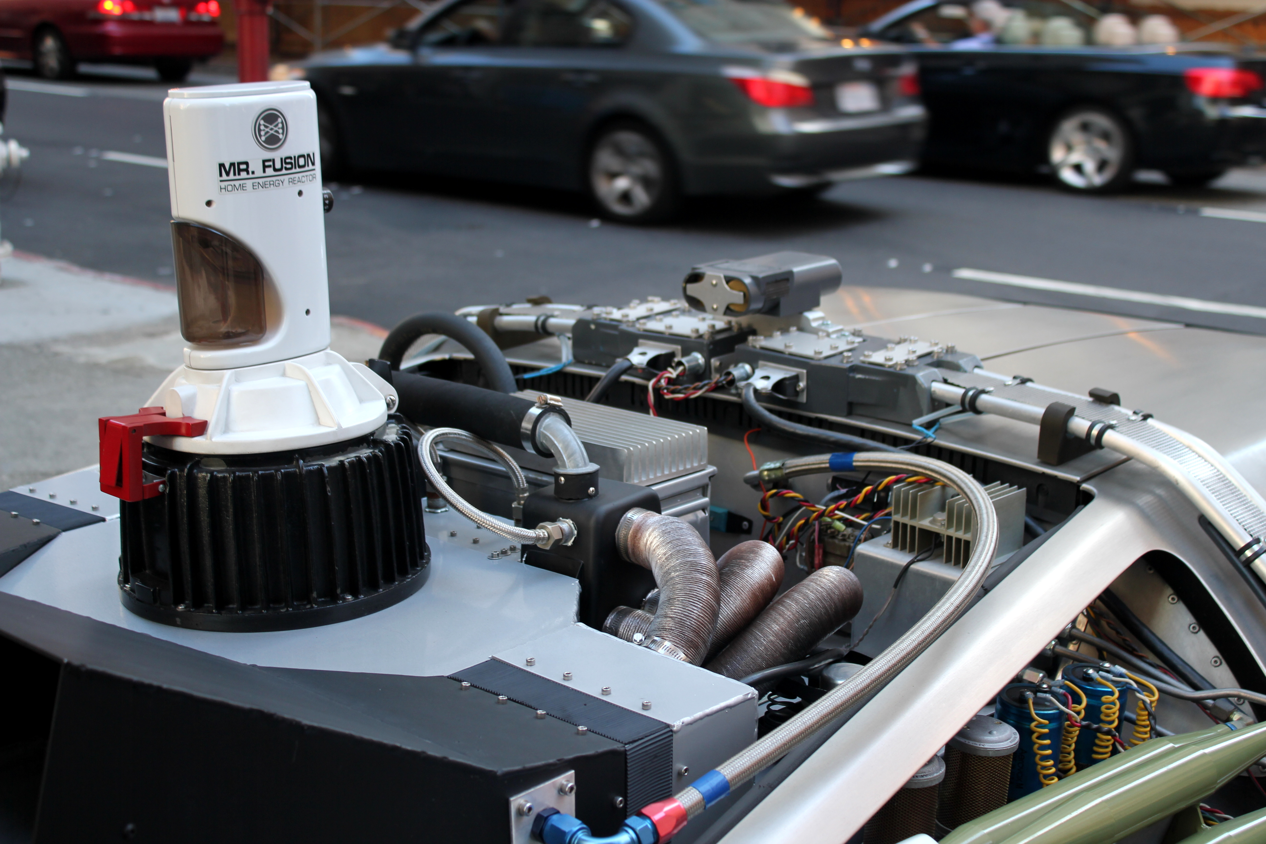 Replica del Mr. Fusion Home Energy Reactor della DeLorean di Ritorno al Futuro. Credit: Ed g2s/Wikipedia