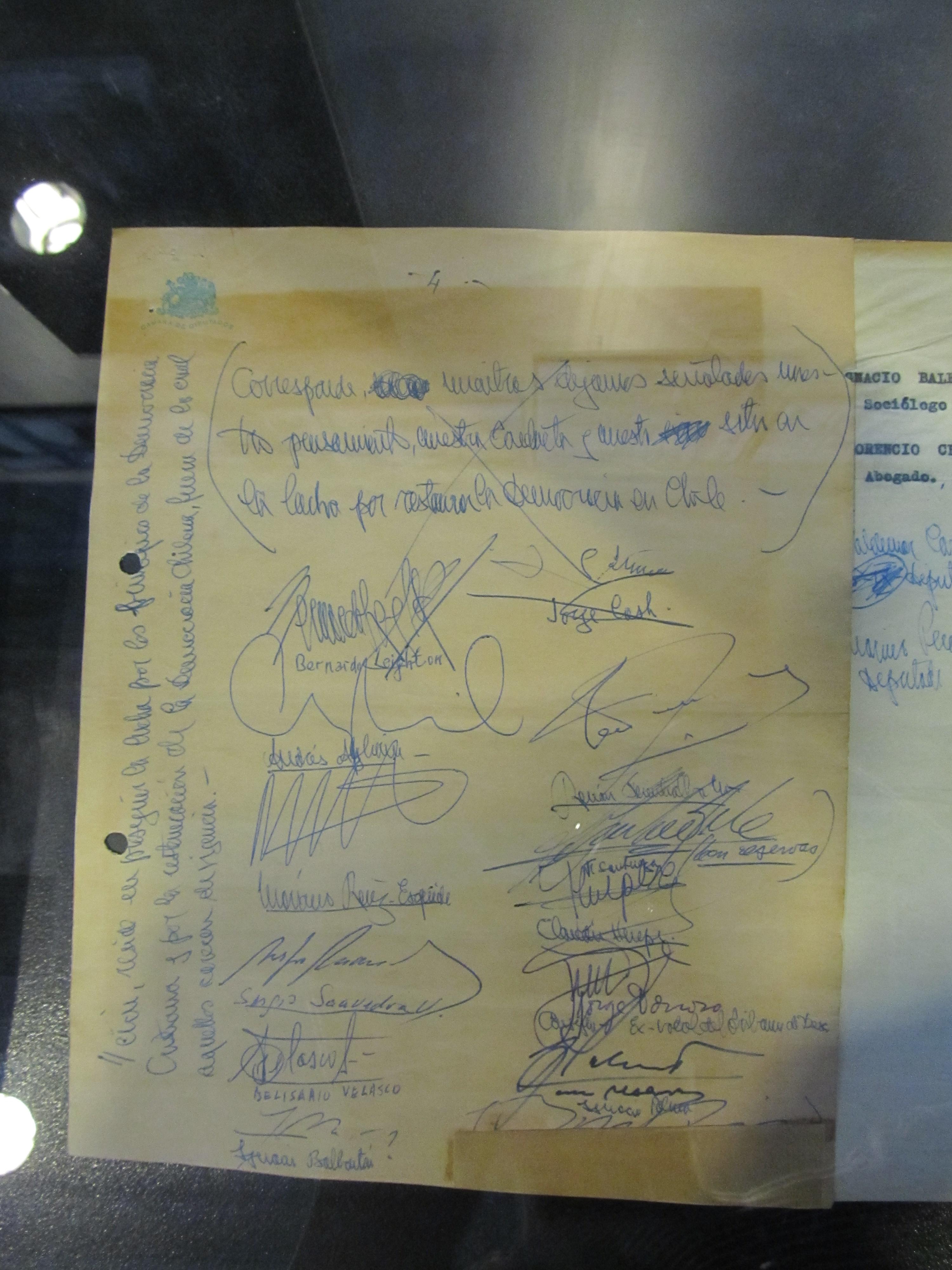Español: Declaración de los 13, ante el golpe ...