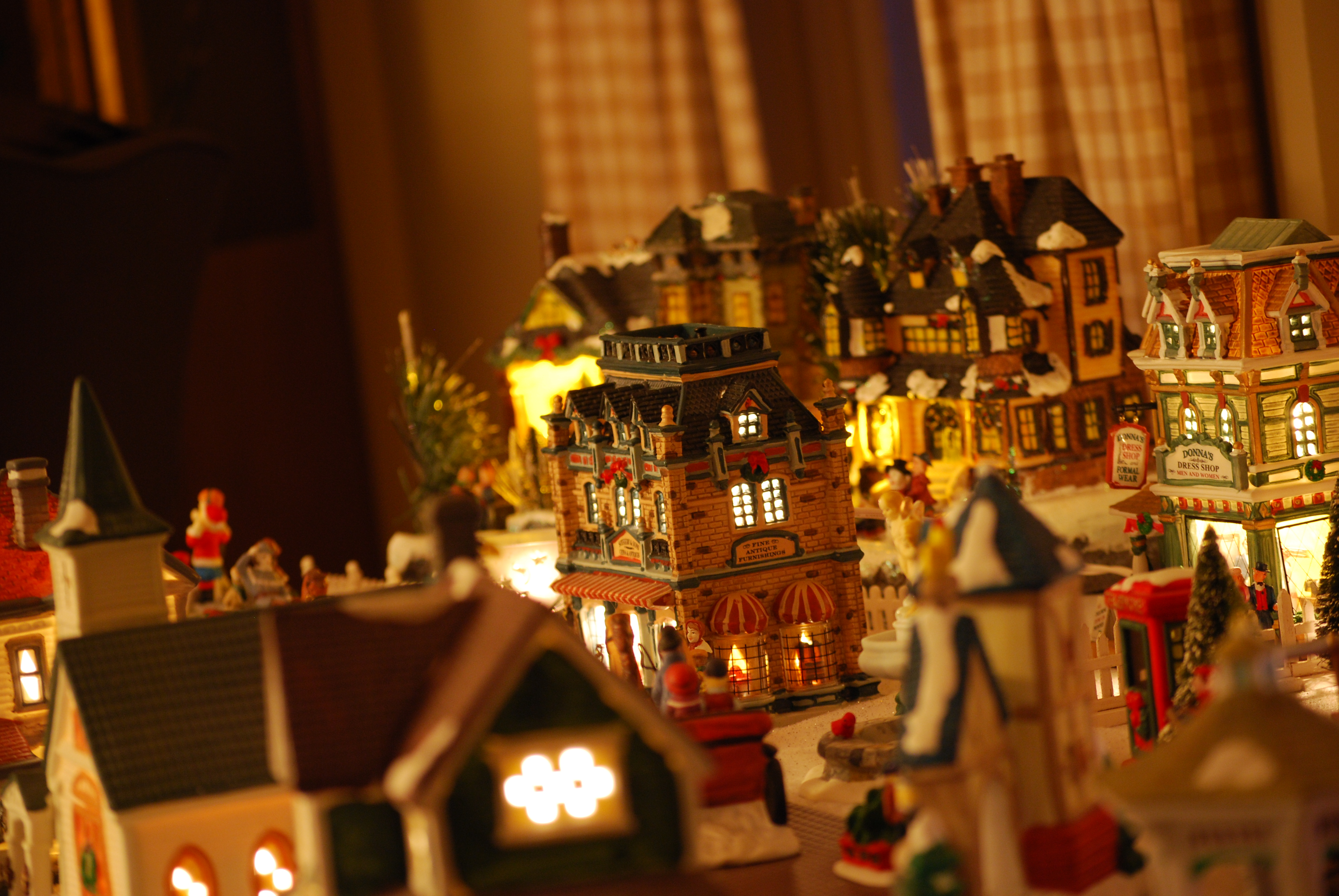 File:Decorative Christmas village 2.JPG - Wikimedia Commons