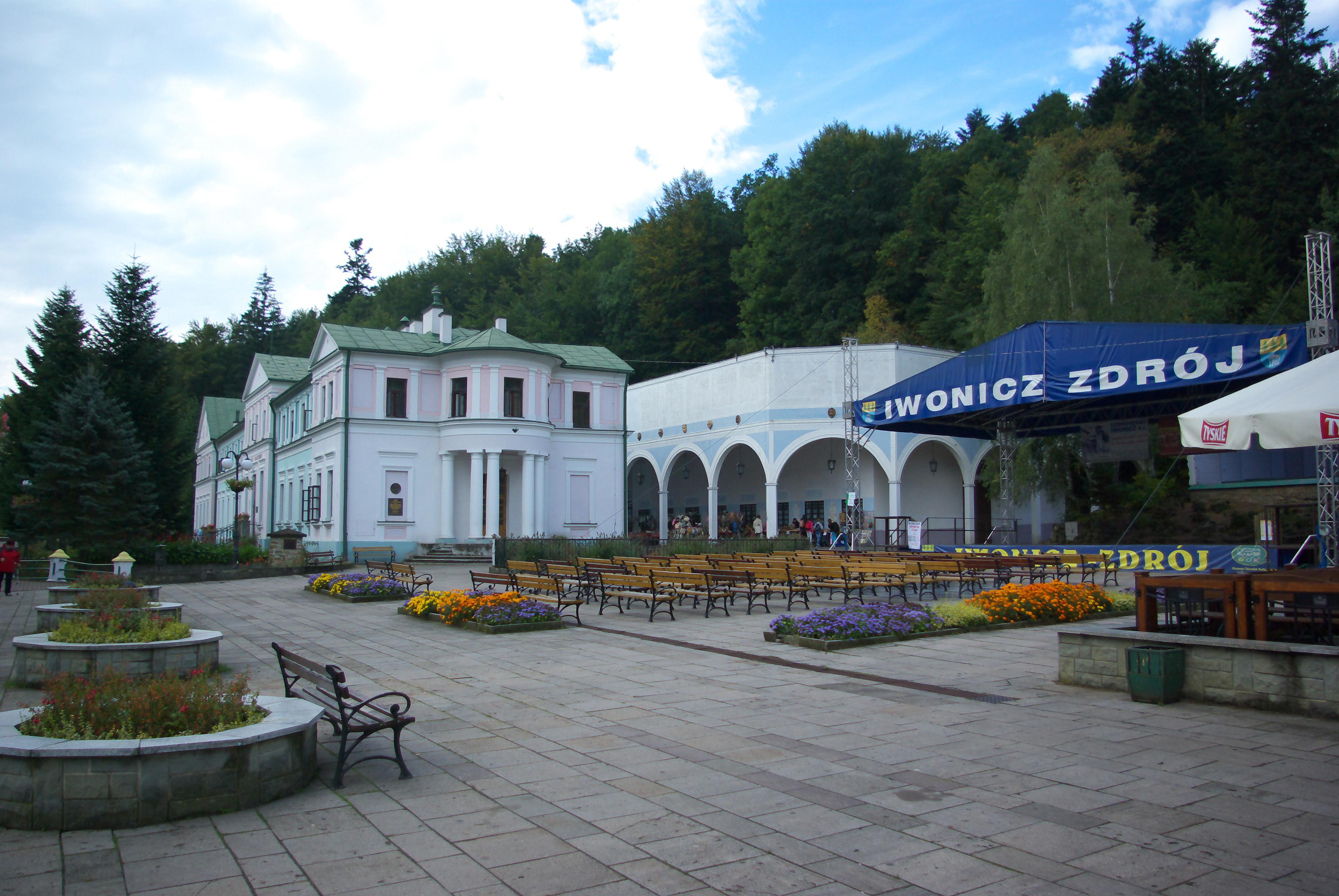 Filedietla Square In Iwonicz Zdrój Stare łazienki And