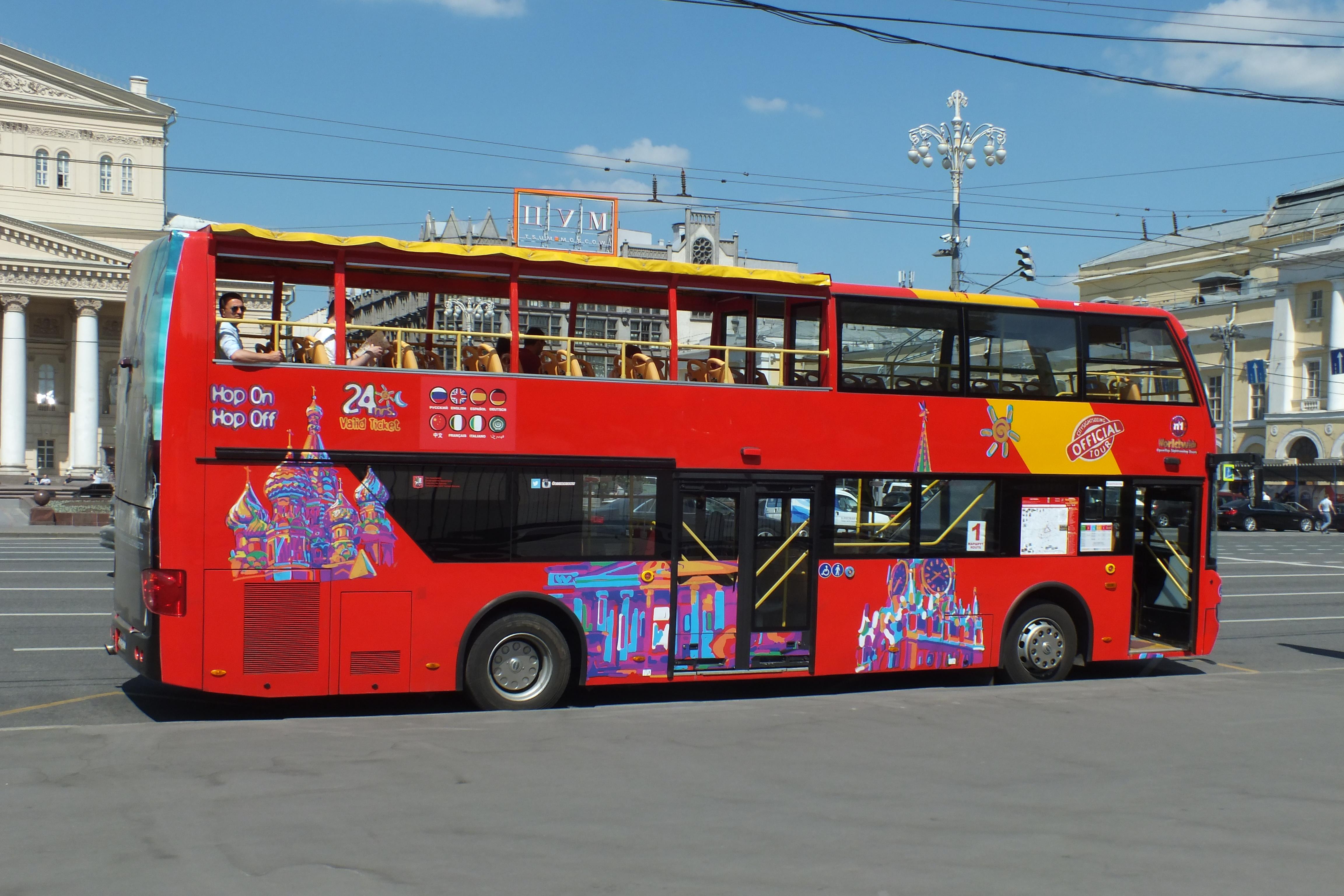 В Москве запустили двухэтажный автобус с изображением Казани