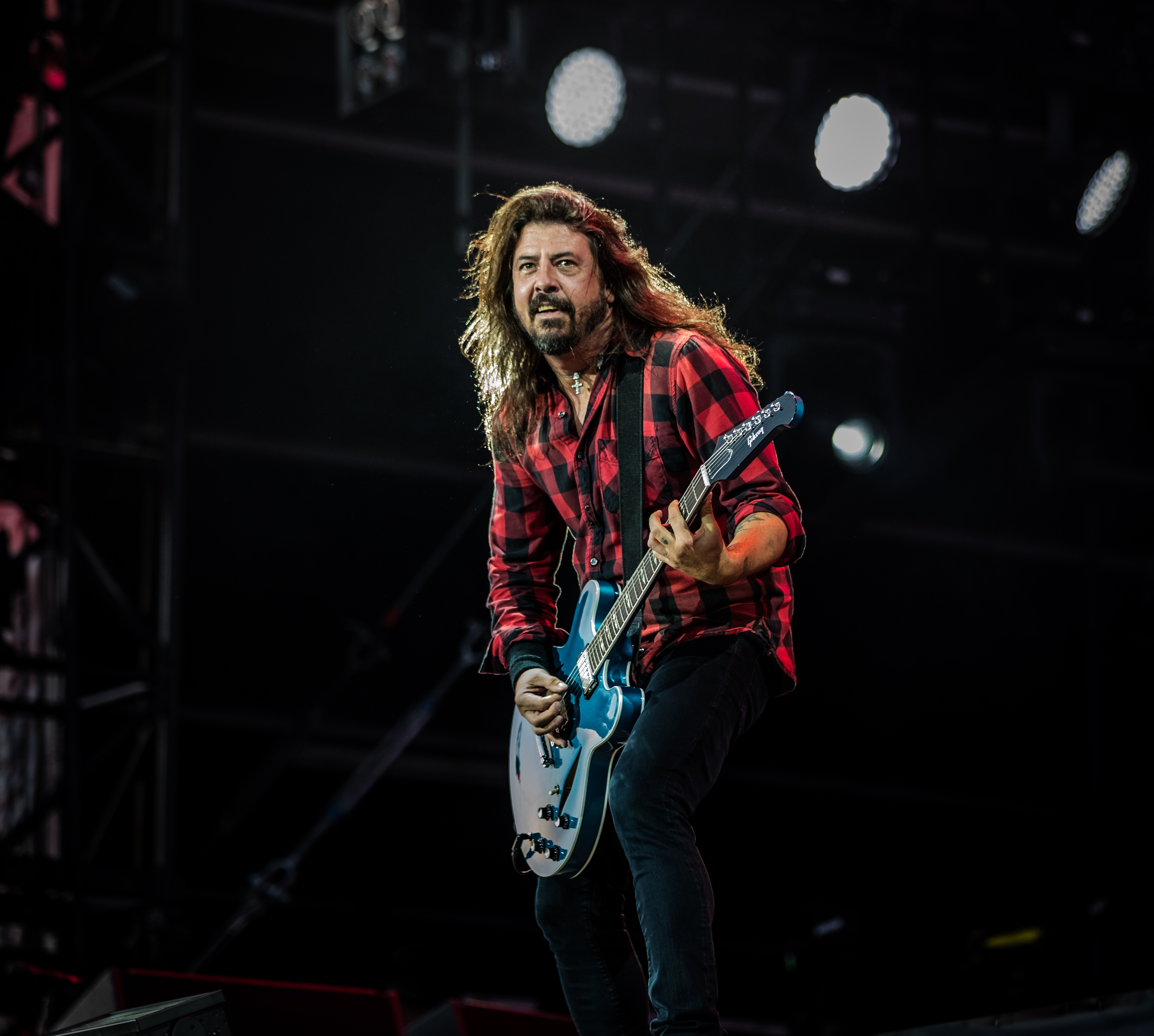 The 49-year old son of father (?) and mother Virginia Grohl Dave Grohl in 2018 photo. Dave Grohl earned a  million dollar salary - leaving the net worth at 260 million in 2018