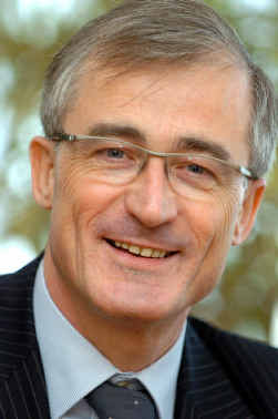 http://upload.wikimedia.org/wikipedia/commons/b/bd/Geert_Bourgeois.jpg