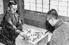 Hon'inbō Shūsai (left), last head of house Hon'inbō, plays against then-up-and-coming Go Seigen in the game of the century