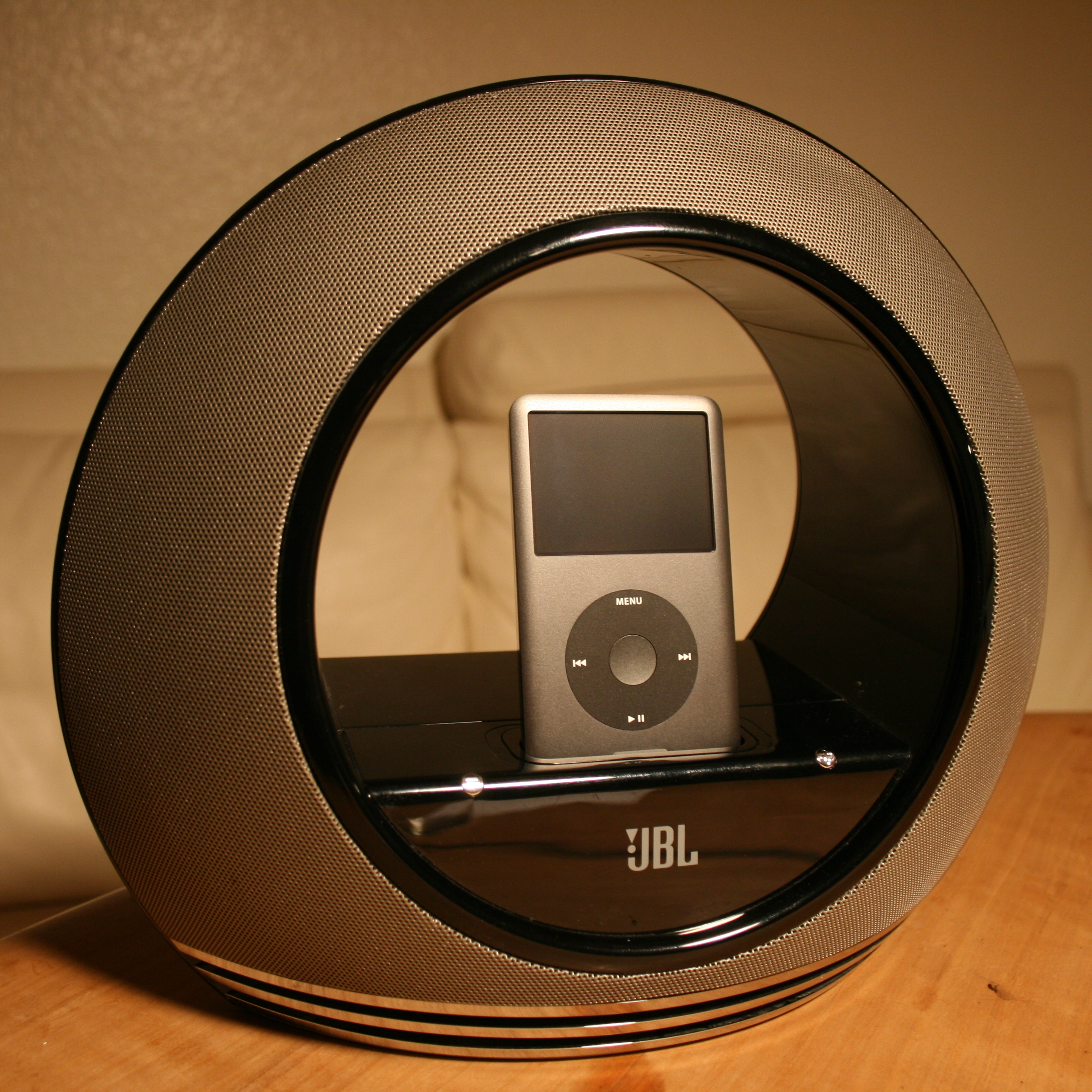 file jbl wikimedia commons. Black Bedroom Furniture Sets. Home Design Ideas