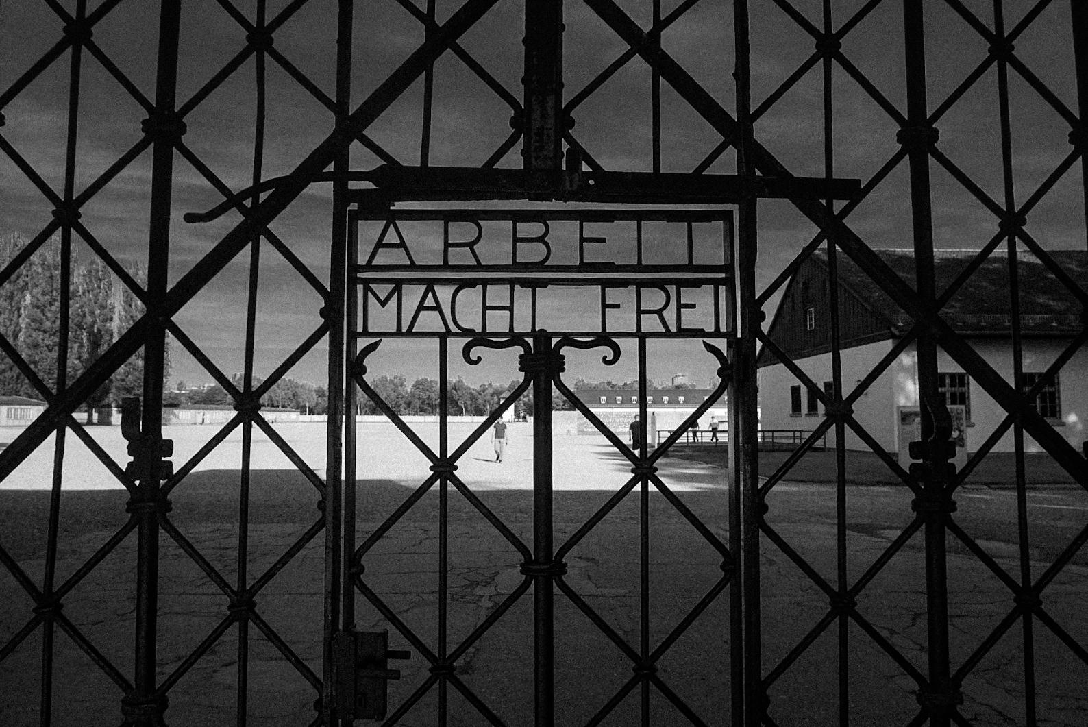 kz sprüche File:KZ Dachau Spruch.   Wikimedia Commons kz sprüche