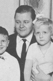 Keijo Liinamaa with two of his children 1964.jpg