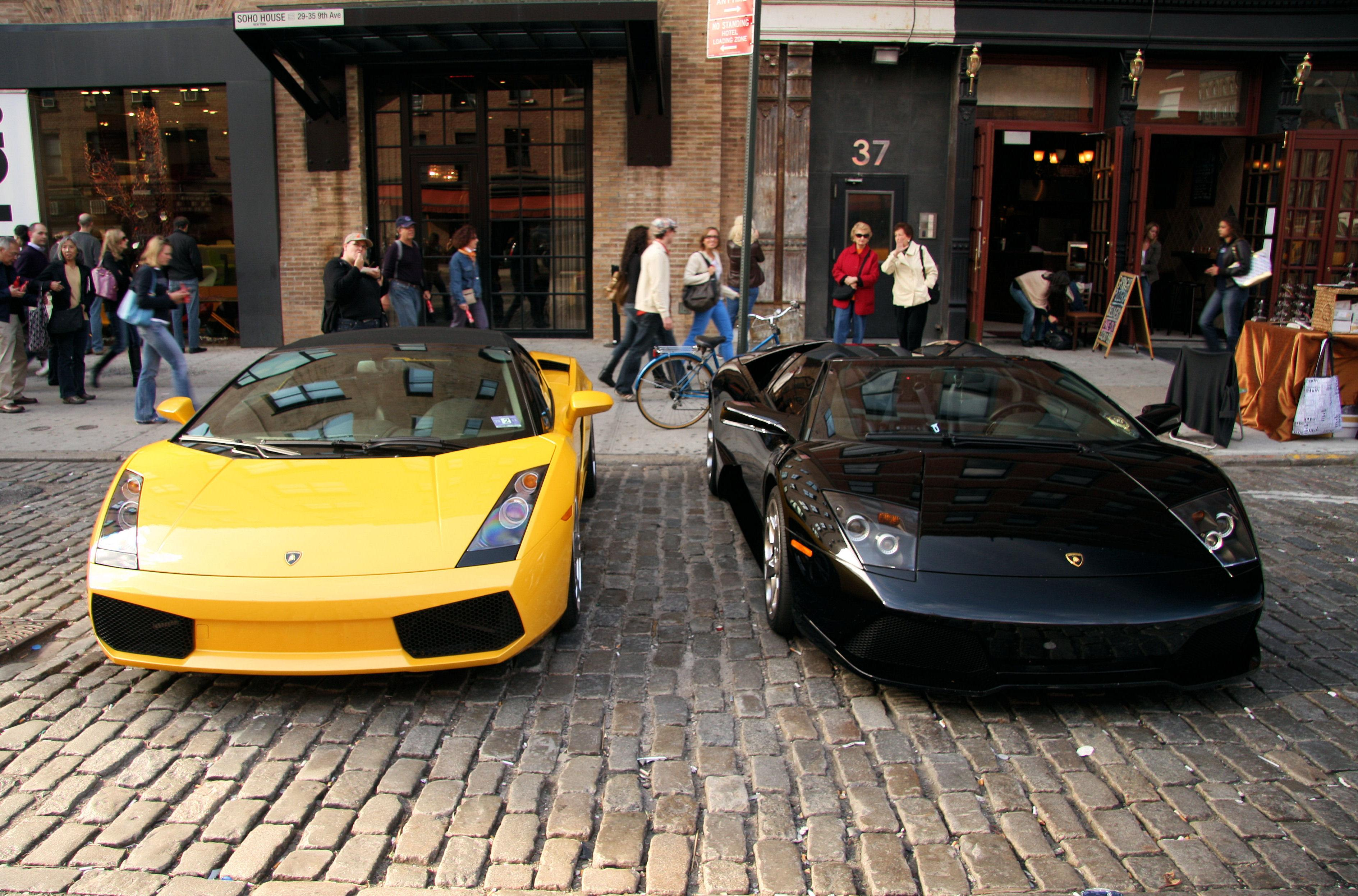 File Lamborghini Gallardo Spyder And Murcielago Jpg Wikimedia Commons