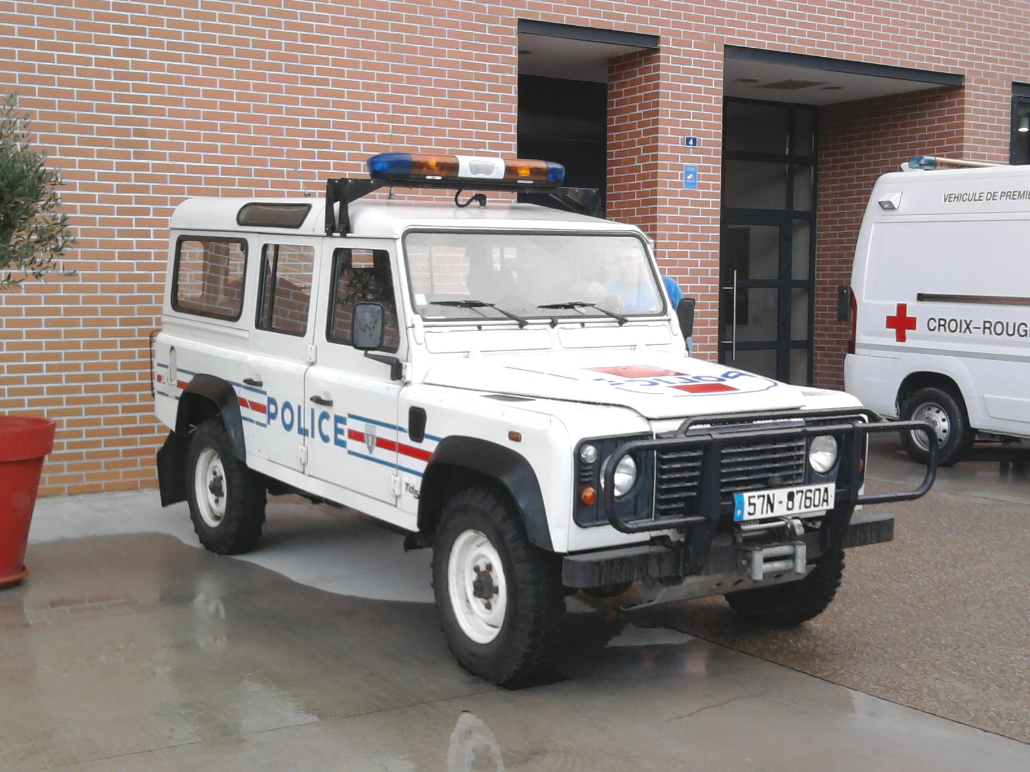 file land rover defender police nationale. Black Bedroom Furniture Sets. Home Design Ideas