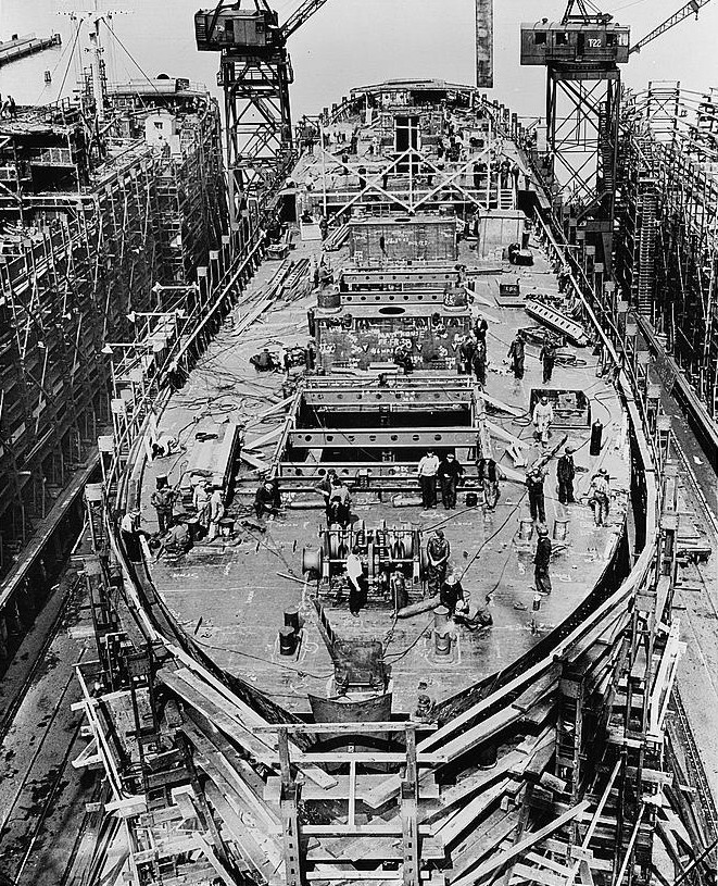 Mercedes Of Fairfield >> File:Liberty ship construction 10 upper decks.jpg ...