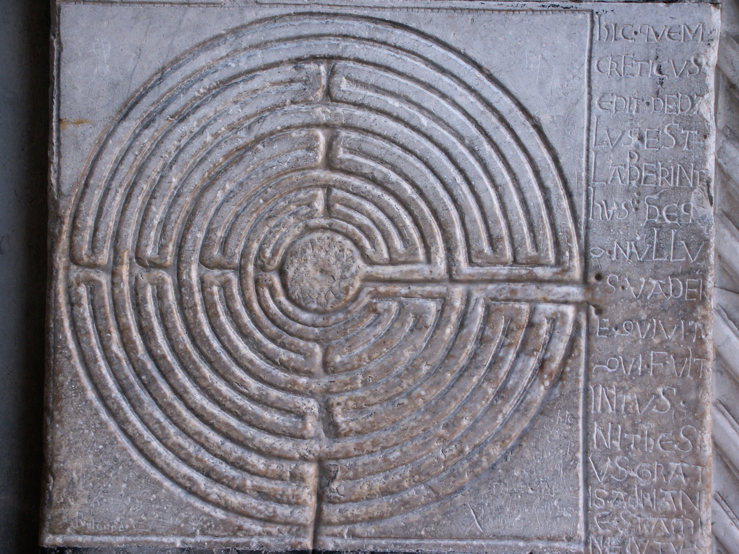 http://upload.wikimedia.org/wikipedia/commons/b/bd/Lucques-Labyrinthe.jpg?uselang=fr
