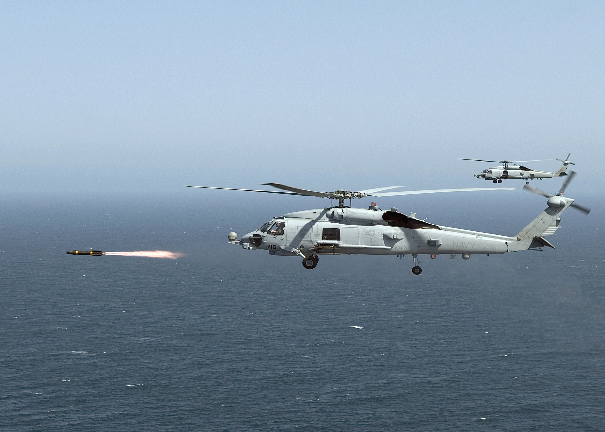File:MH-60R Seahawk and Hellfire.jpg - Wikimedia Commons
