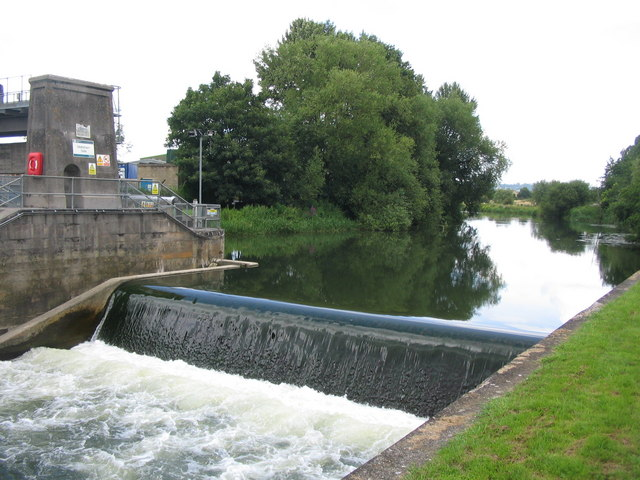Melksham weir - geograph.org.uk - 497026