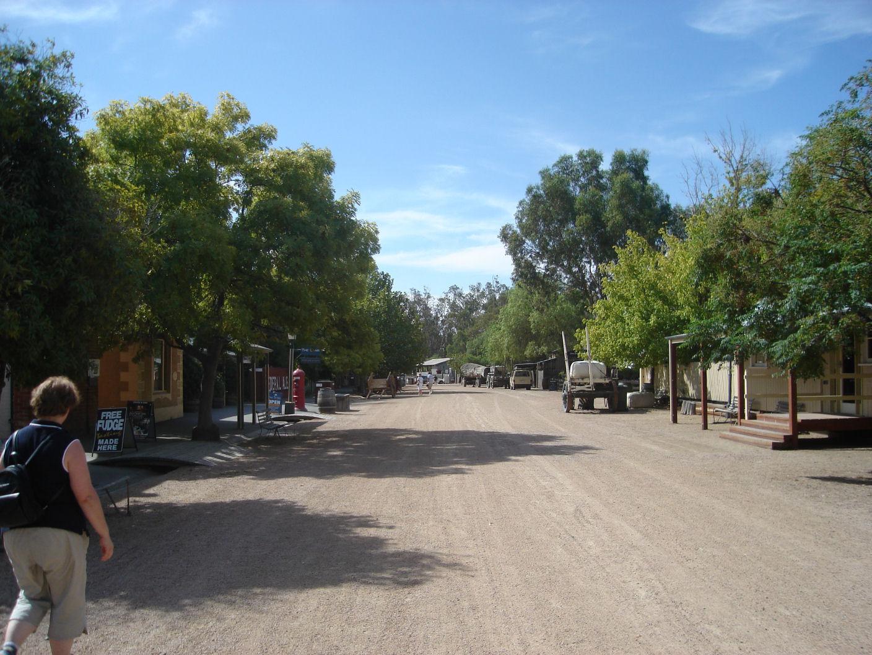 File:Old Precinct Main Street Echuca - panoramio jpg