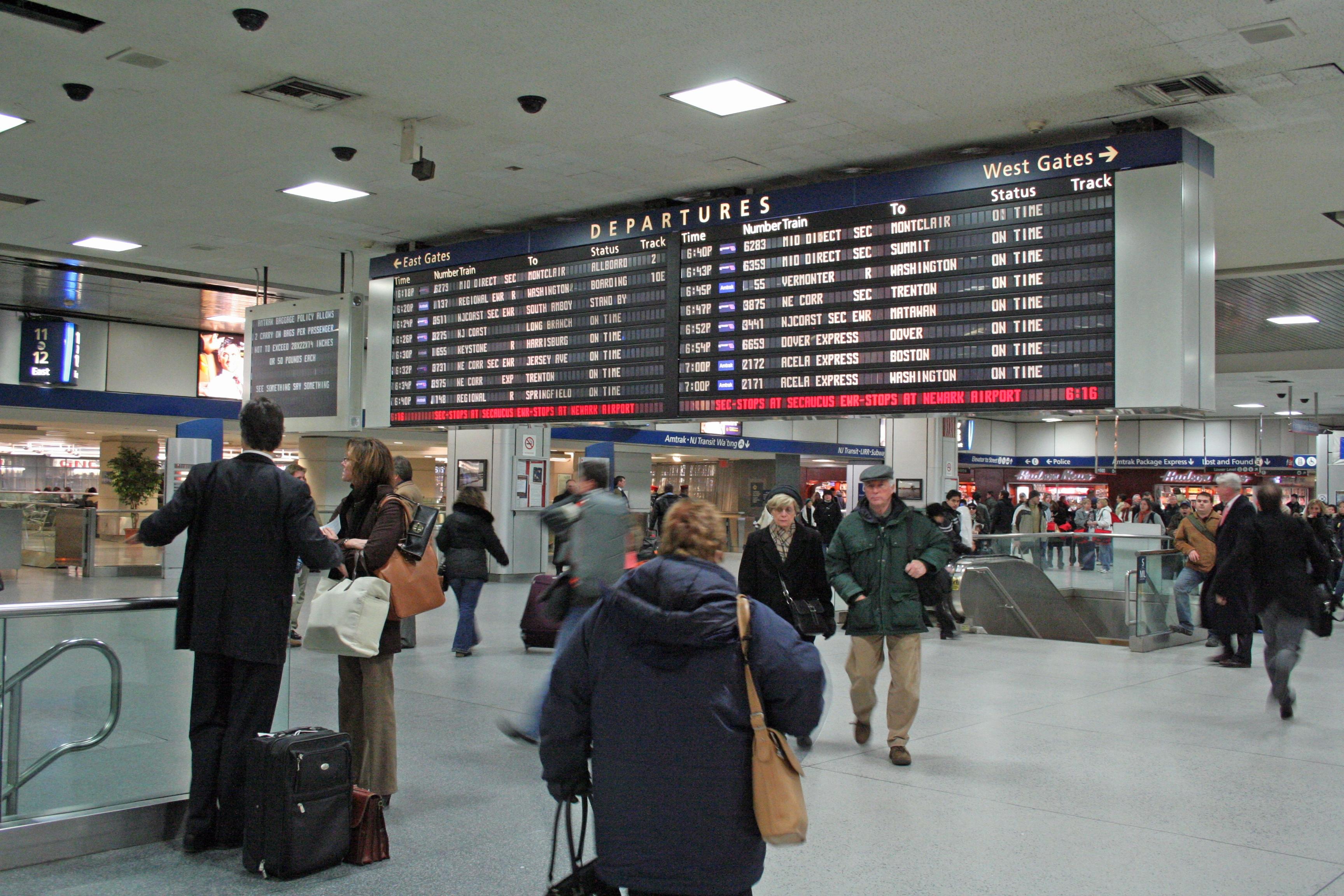 File Penn Station Departure Board Jpg Wikimedia Commons