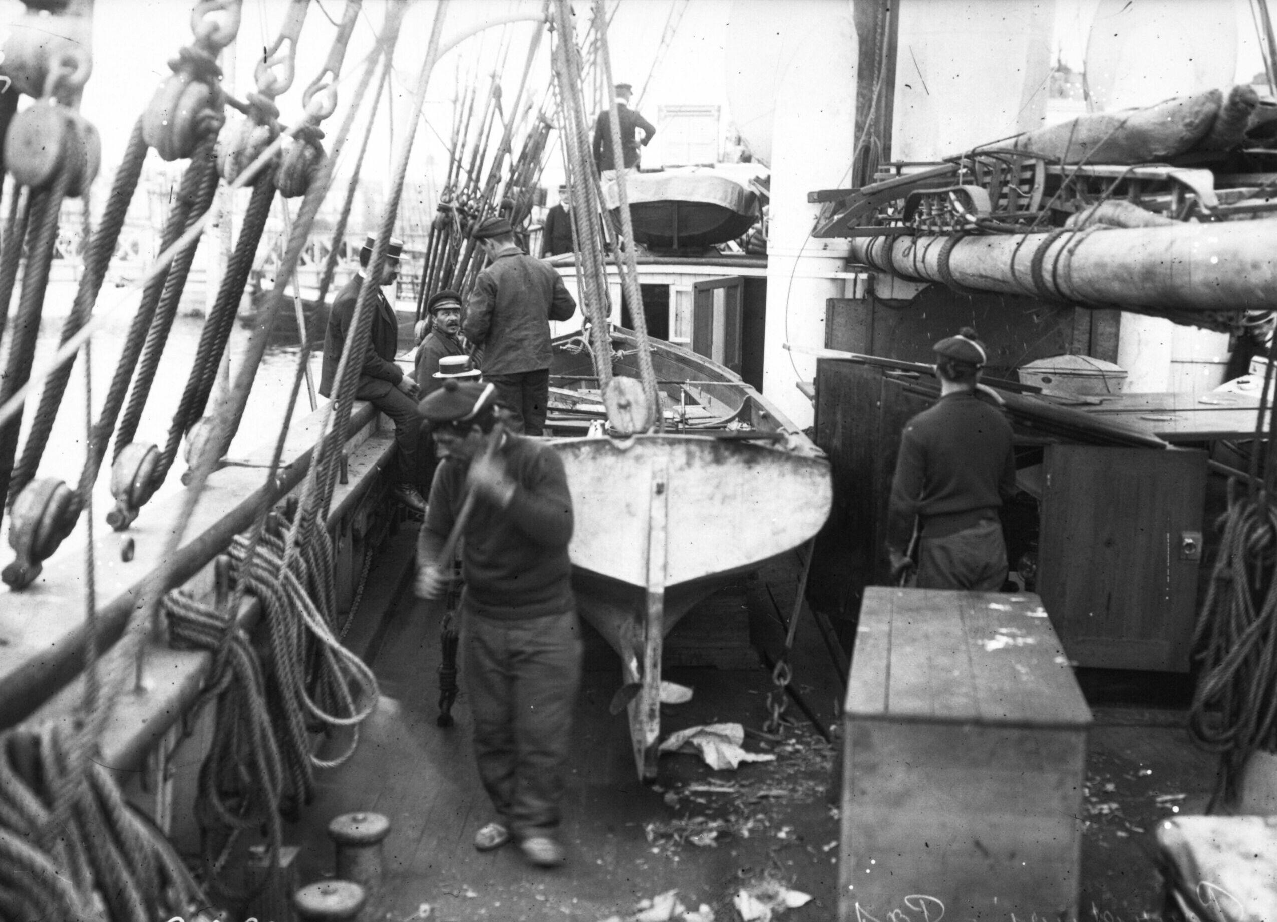 Sur le pont du navire (15 août 1908)