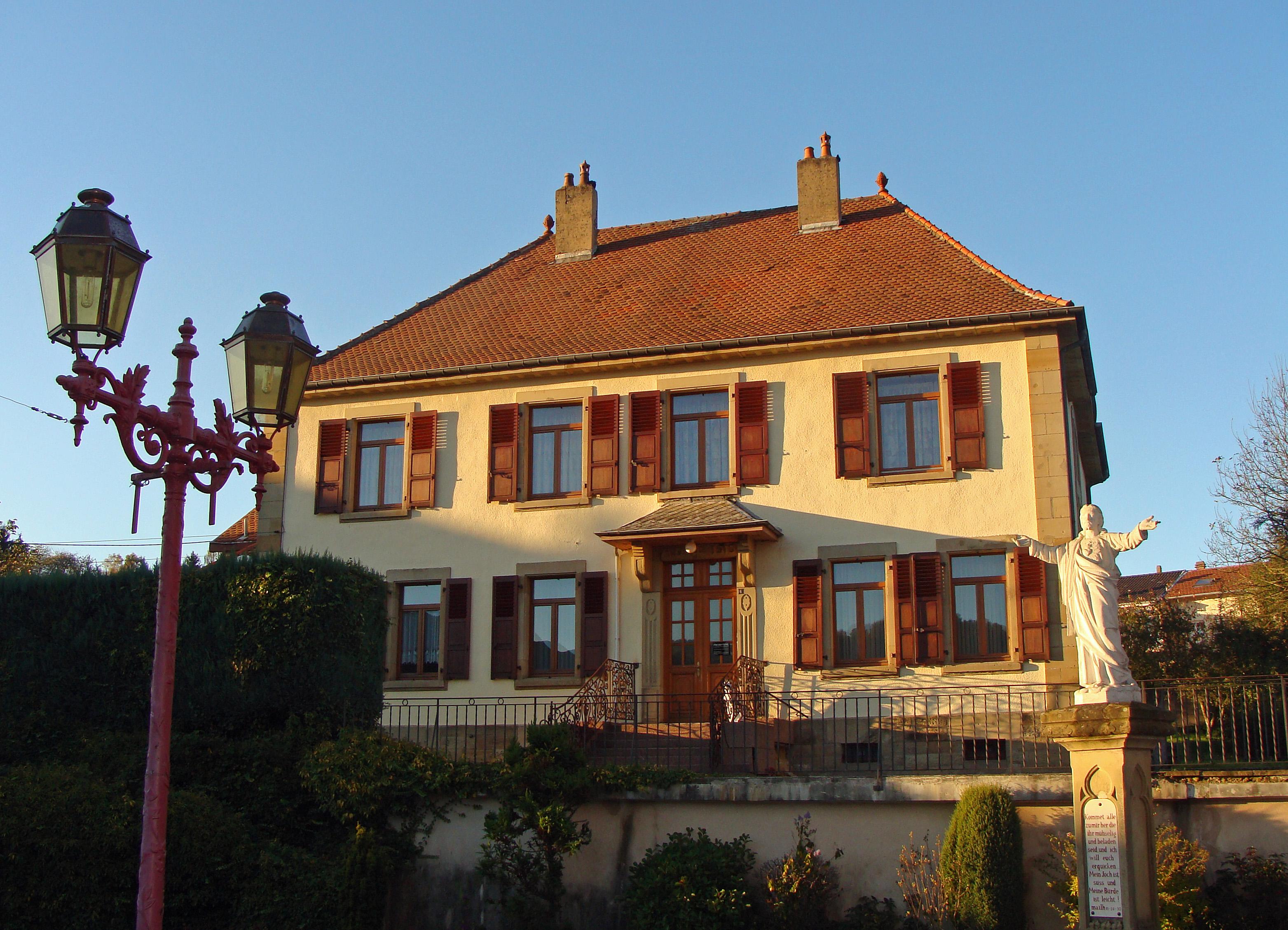fichier:presbytère catholique de longeville-lès-saint-avold
