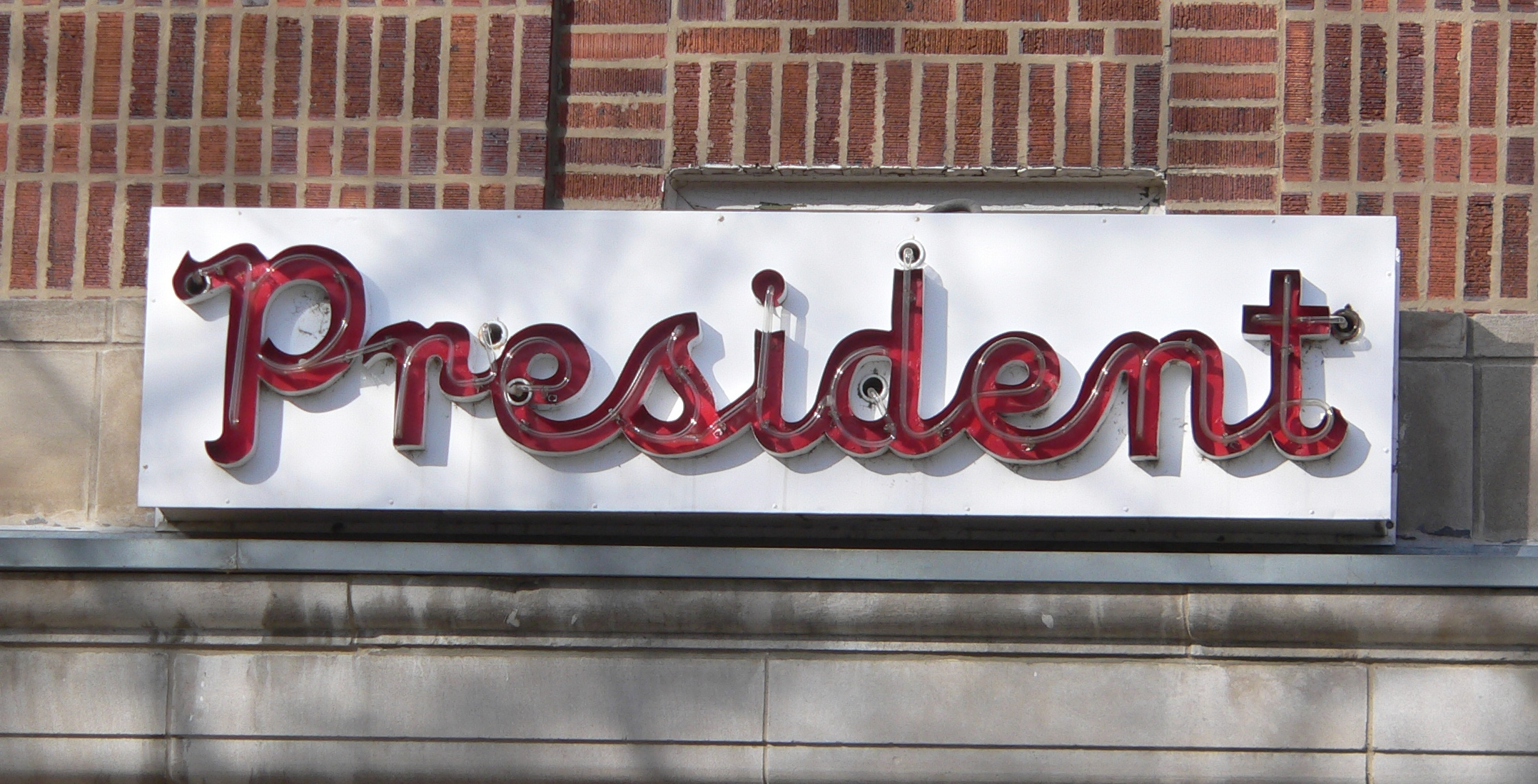File President Apartments Neon Sign 1 Jpg Wikimedia Commons