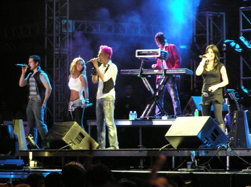Dominicana en concierto de los pepes - 4 3