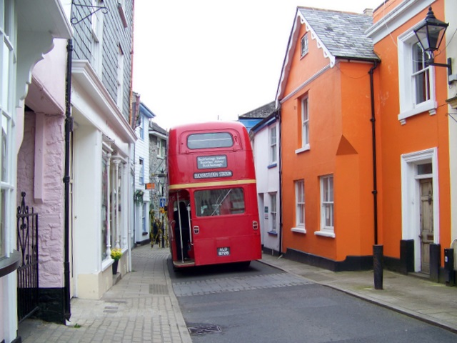 File:Red bus, Buckfastleigh - geograph.org.uk - 1361854.jpg