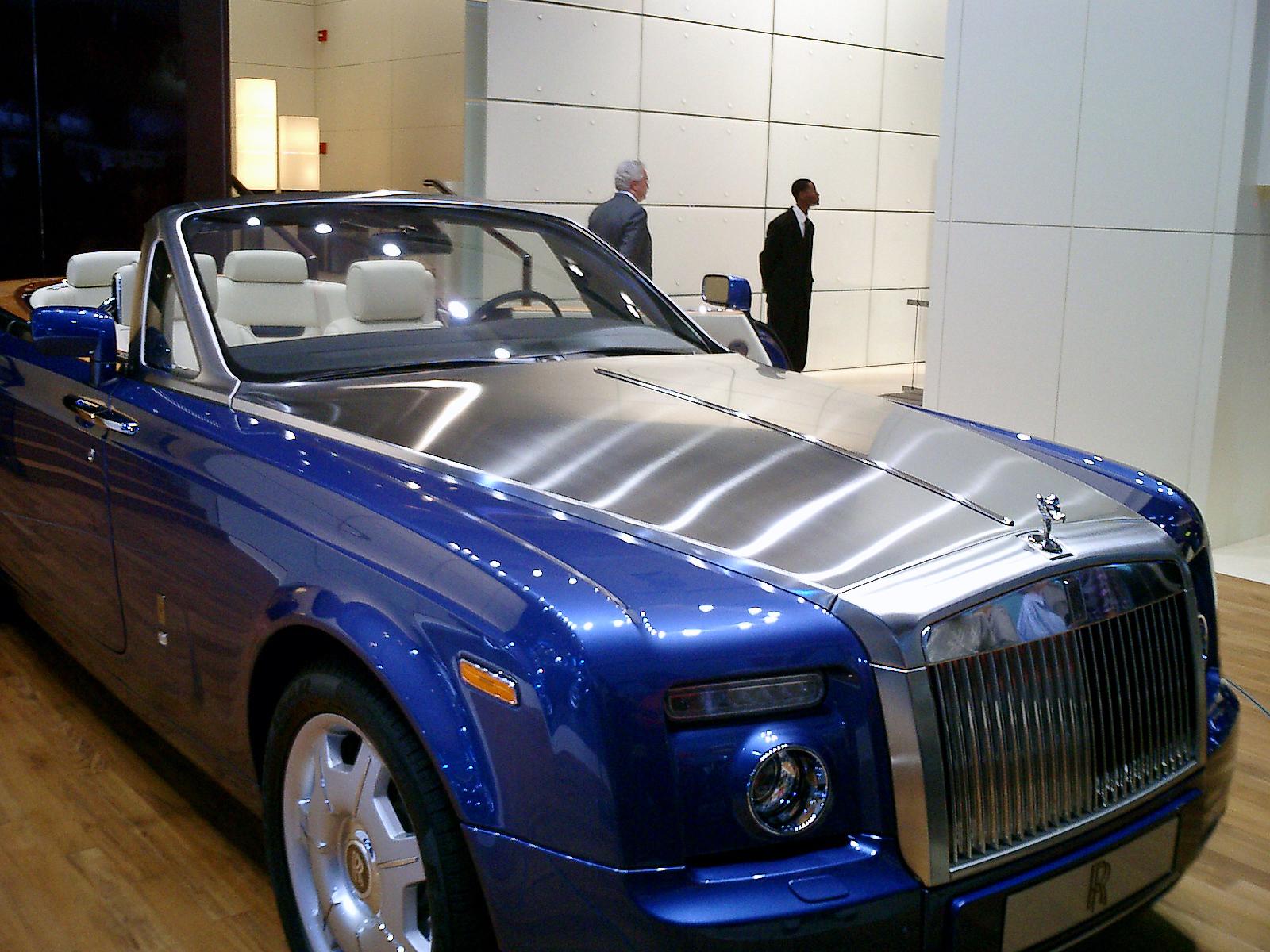 [ACTUALITE] Futur essentielle : essentielle et populaire ? Rolls-Royce_Phantom_Drophead_Coup%C3%A9