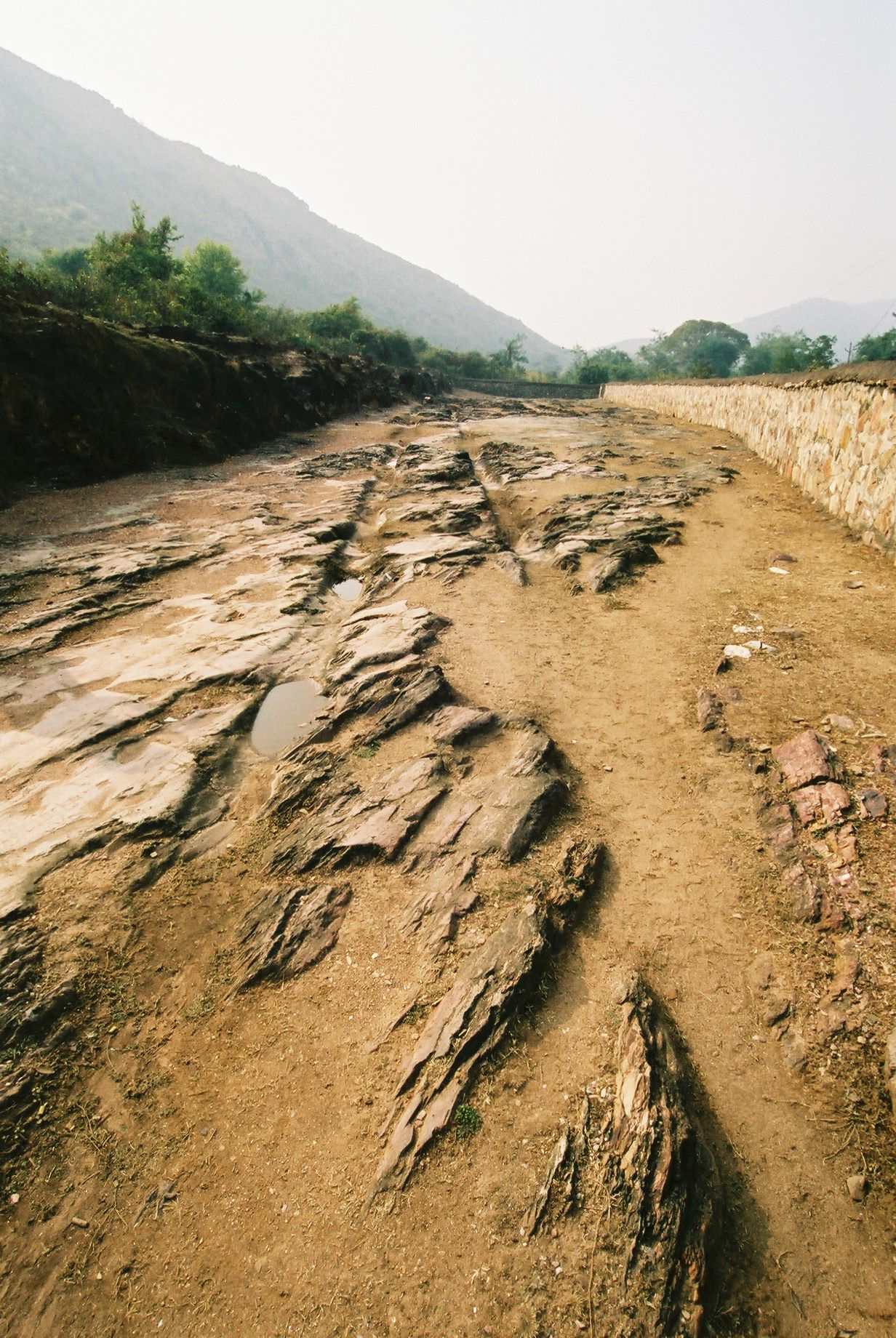 file rutted road rajgir jpg wikimedia commons