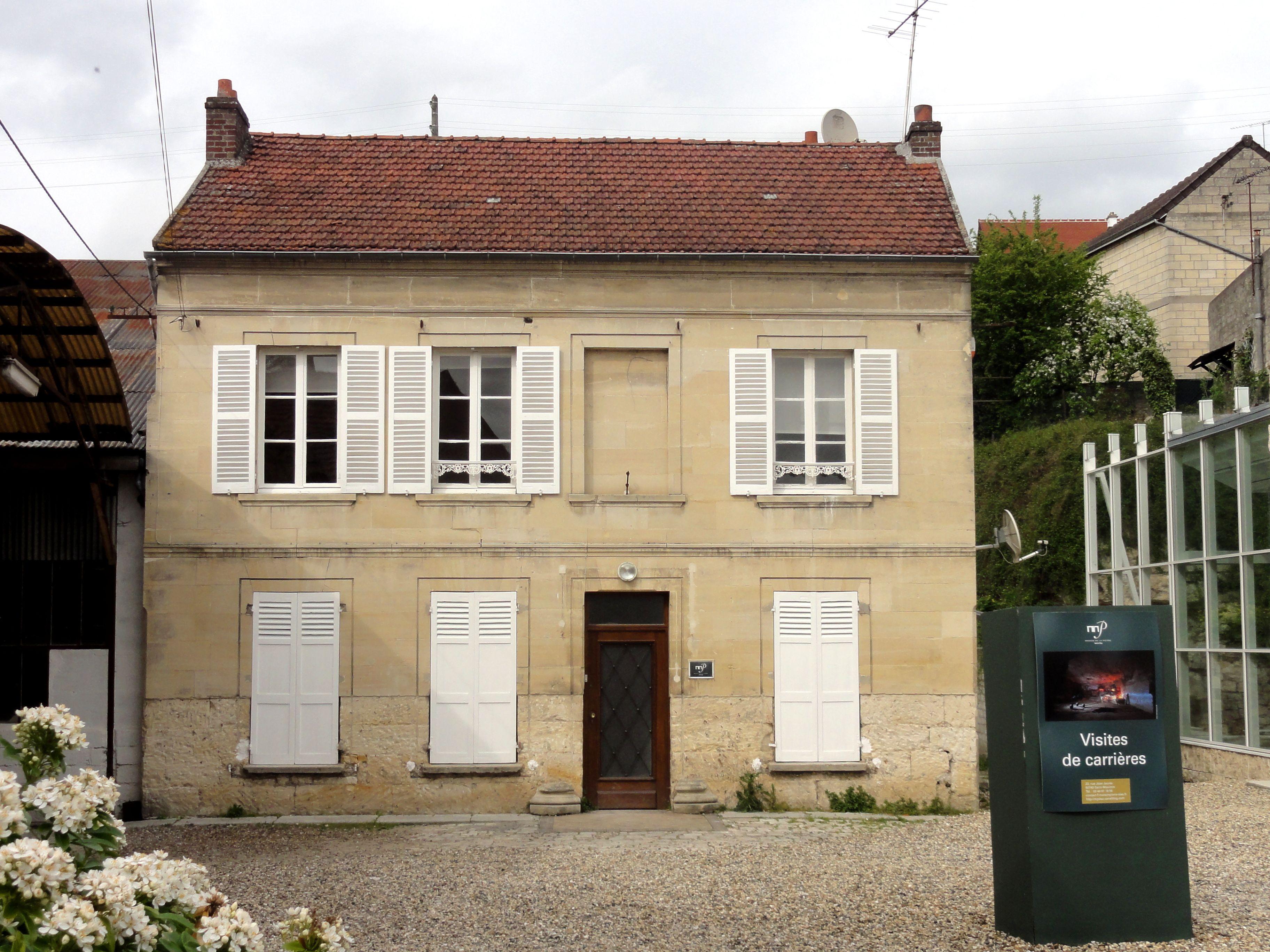 File saint maximin 60 maison de la pierre for Maison la pierre