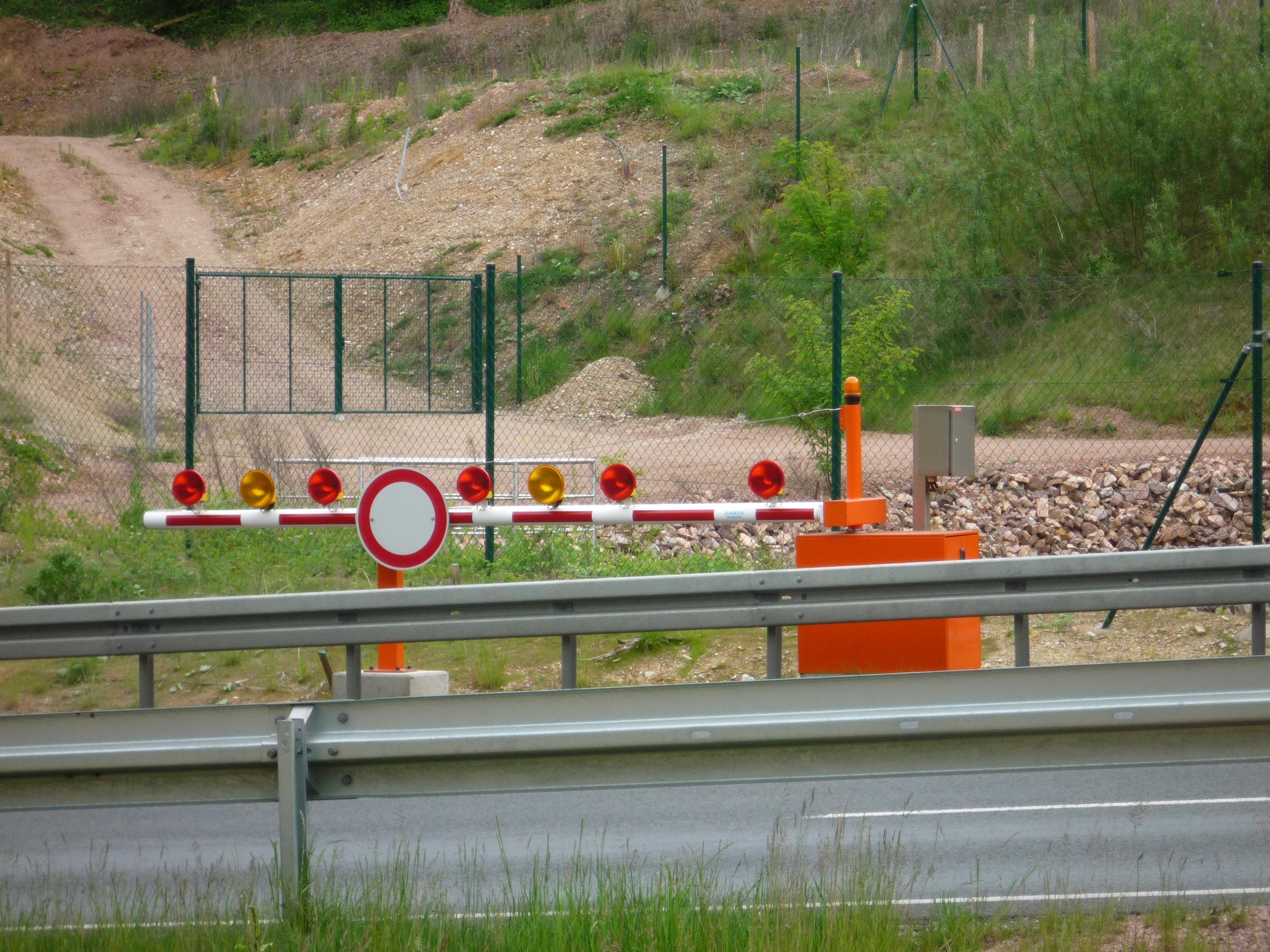 File Schottenbergtunnel Schrankenanlage Jpg Wikimedia Commons