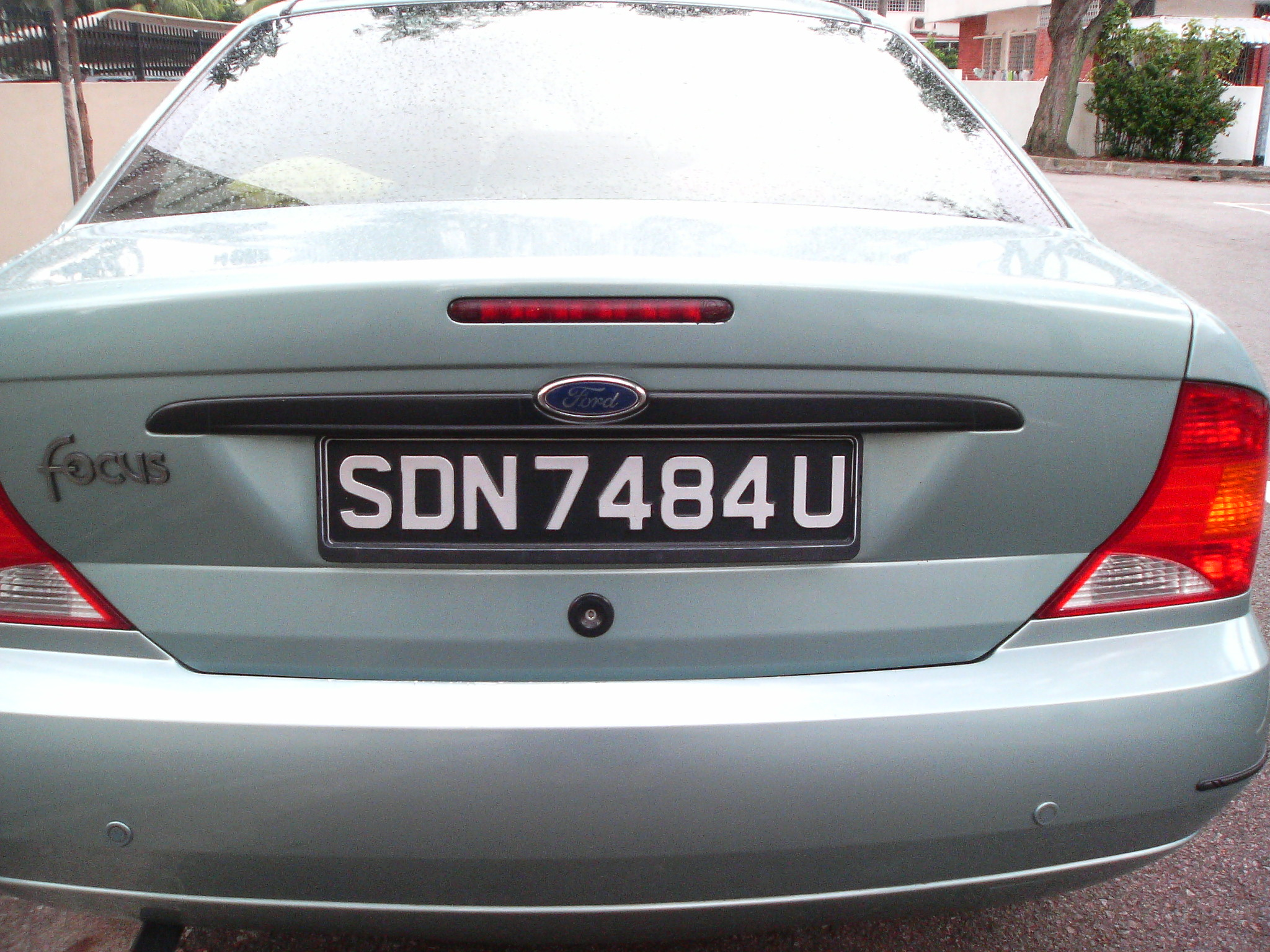 File:Singapore 1990 vehicle registration plate of a silver Ford ...