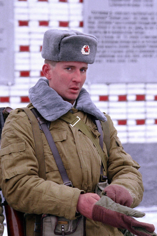 File:Soviet soldier DN-SC-92-04942.jpg - Wikipedia, the free ... Ushanka Soldier