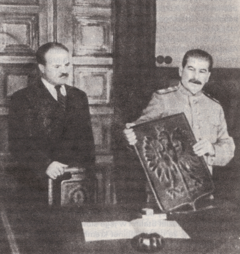[Obrazek: Stalin_presenting_coat_of_arms_of_Poland...r_1944.jpg]