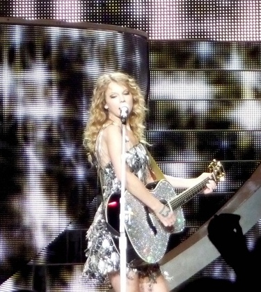 Taylor Swift Concerts California on File Taylor Swift   Fearless Tour   Los Angeles 02 Cropped Jpg
