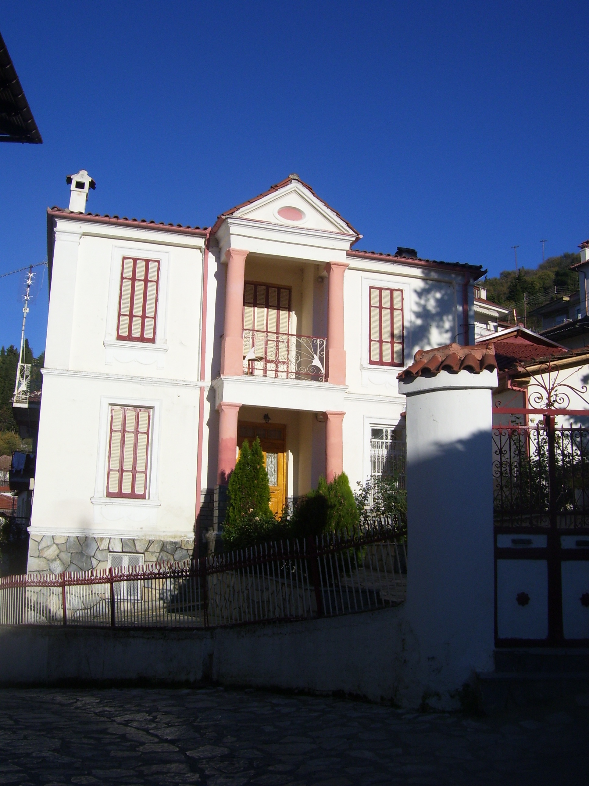 file:traditional house in kostur, kastoria, greece - wikimedia