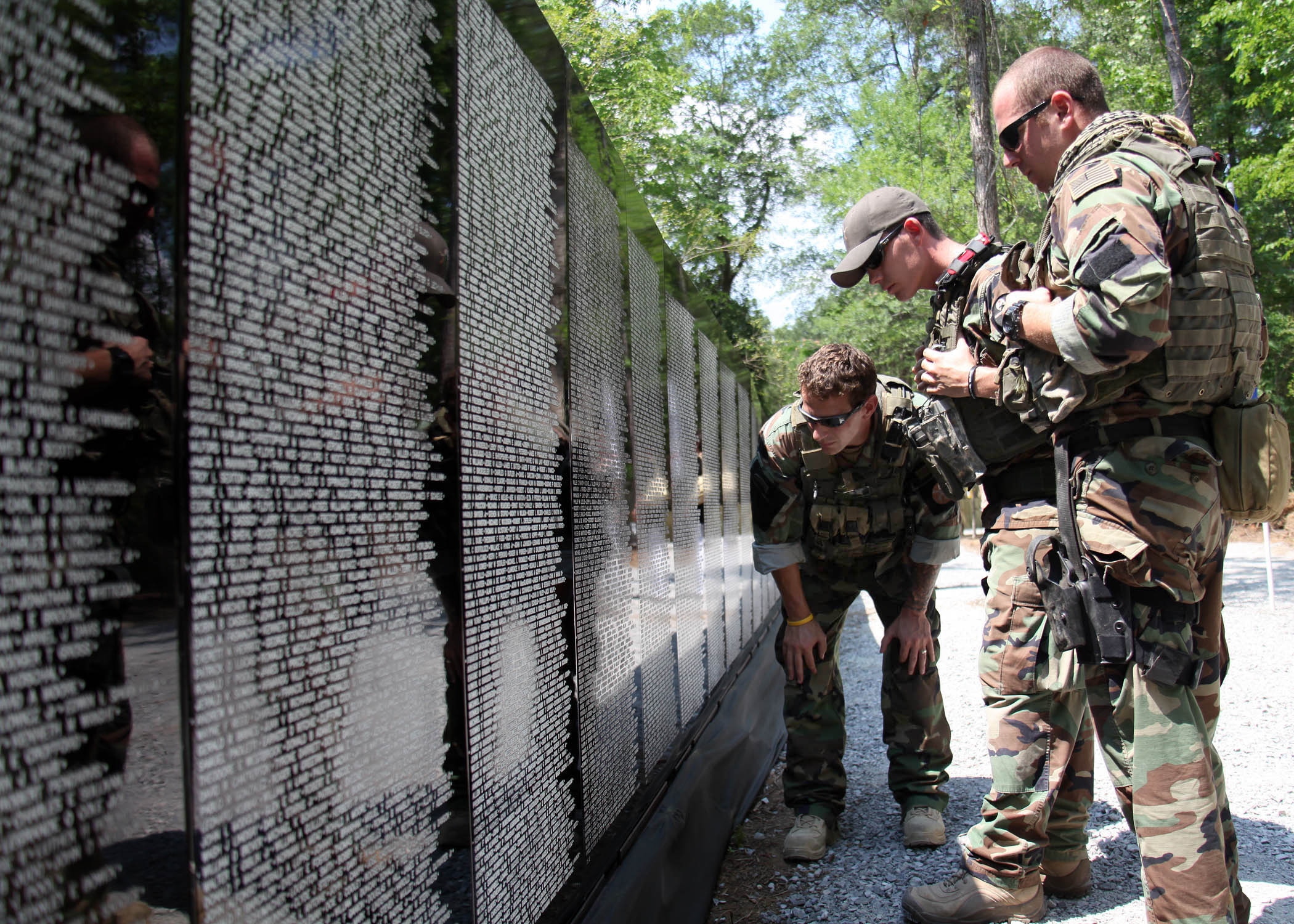 Vietnam Wall : Vietnam Memorial Wall Names Related Keywords & Suggestions - Vietnam ...