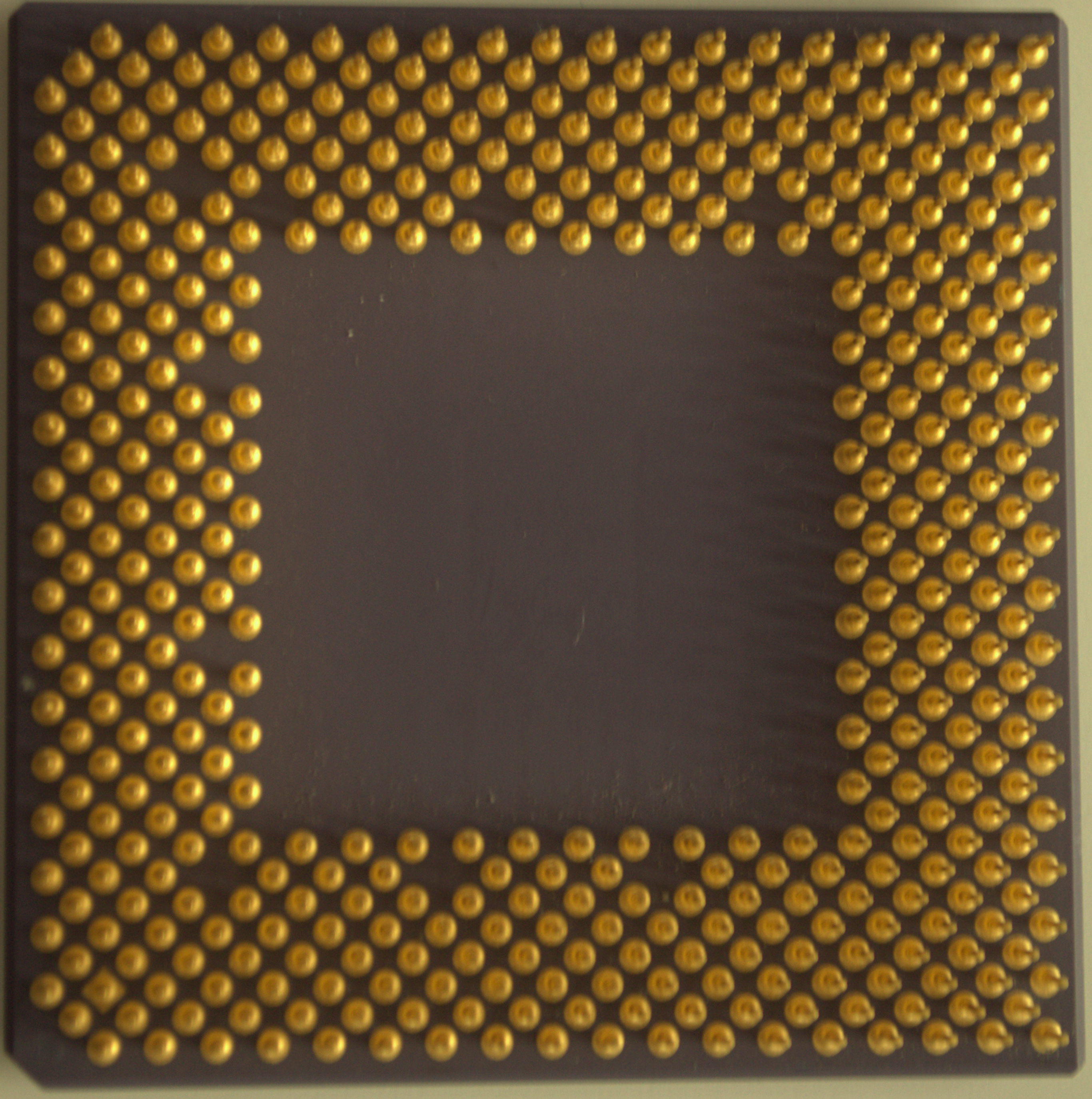 a7bc72a5581 File Underside of an 800 MHz Athlon CPU.jpg - Wikimedia Commons
