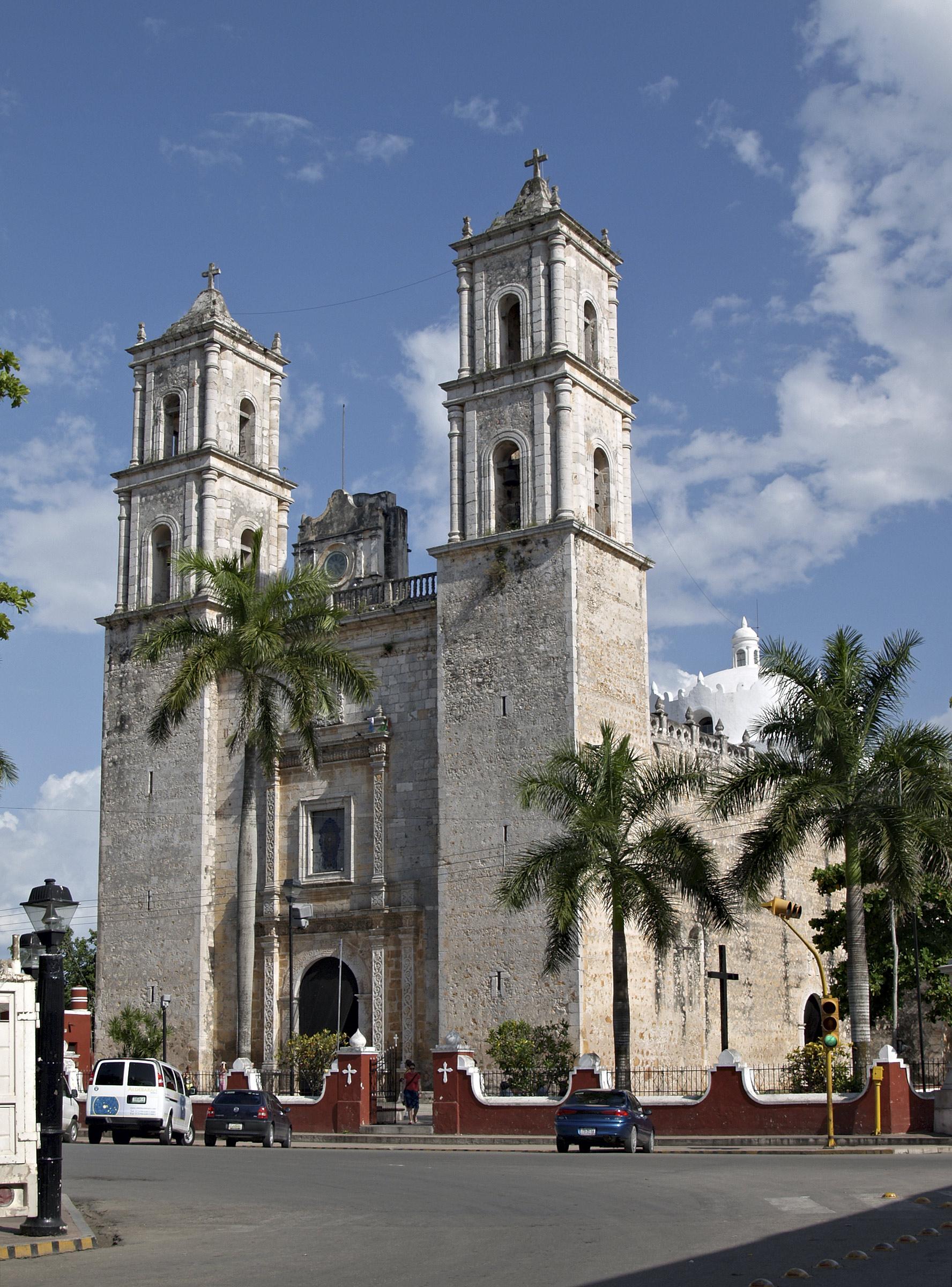 File:Valladolid-Yucatan-20070707.jpg - Wikimedia Commons