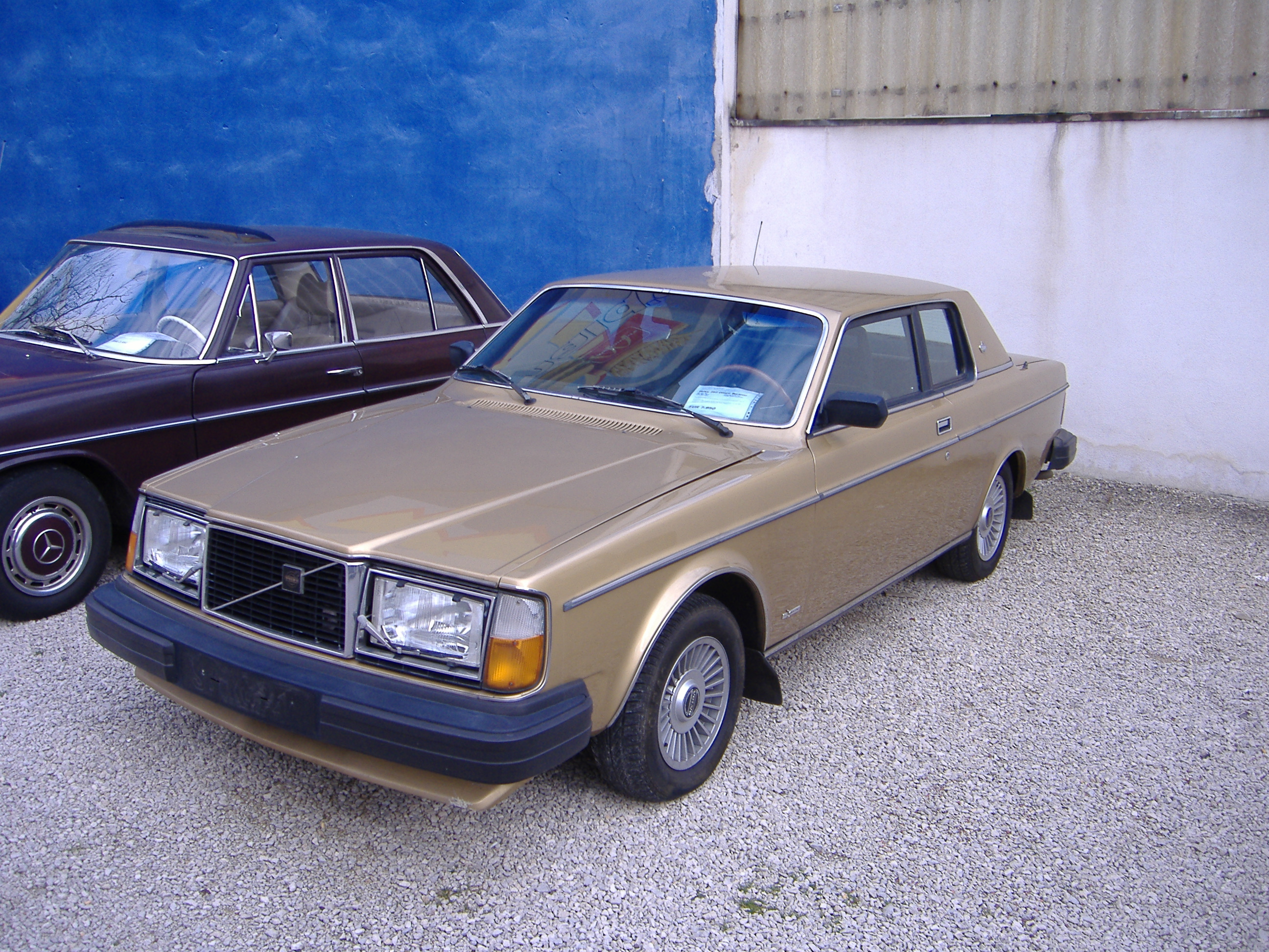 mechanin cars volvo en image mechanical gasoline used d car parts auto foto sedan