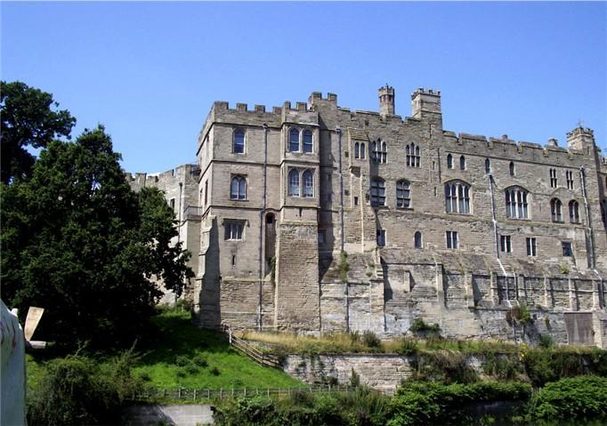 File:Warwick Castle seen from River Avon.jpg